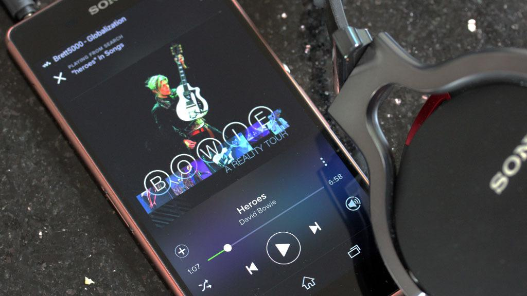 Sony kan musikk. Kobler du til et hodesett kan telefonen starte apper automatisk. Her har vi startet Spotify på denne måten.Foto: Espen Irwing Swang, Tek.no