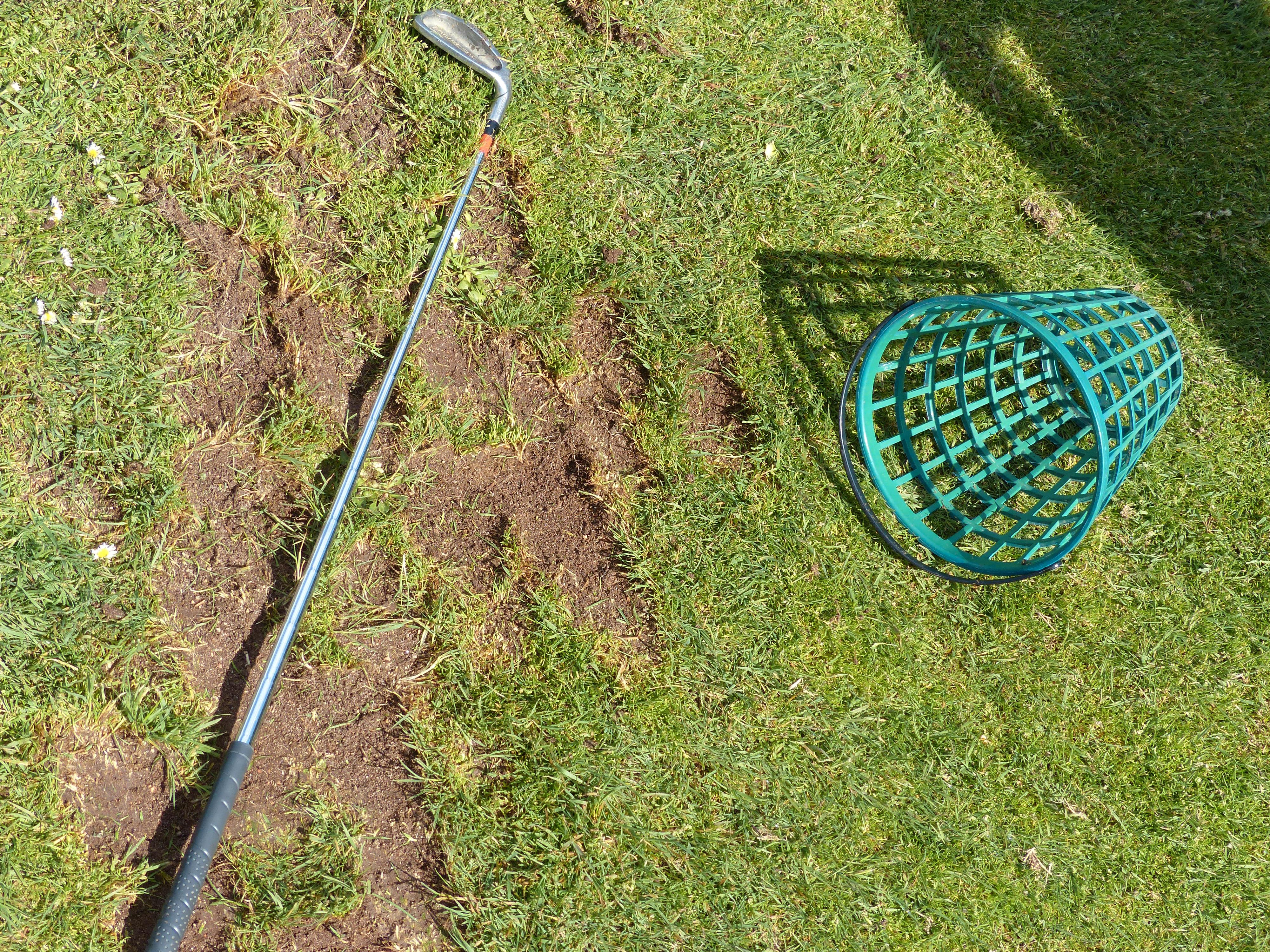 Undertegnede er et naturtalent i pløying, og et minustalent i golf.Foto: Finn Jarle Kvalheim, Amobil.no