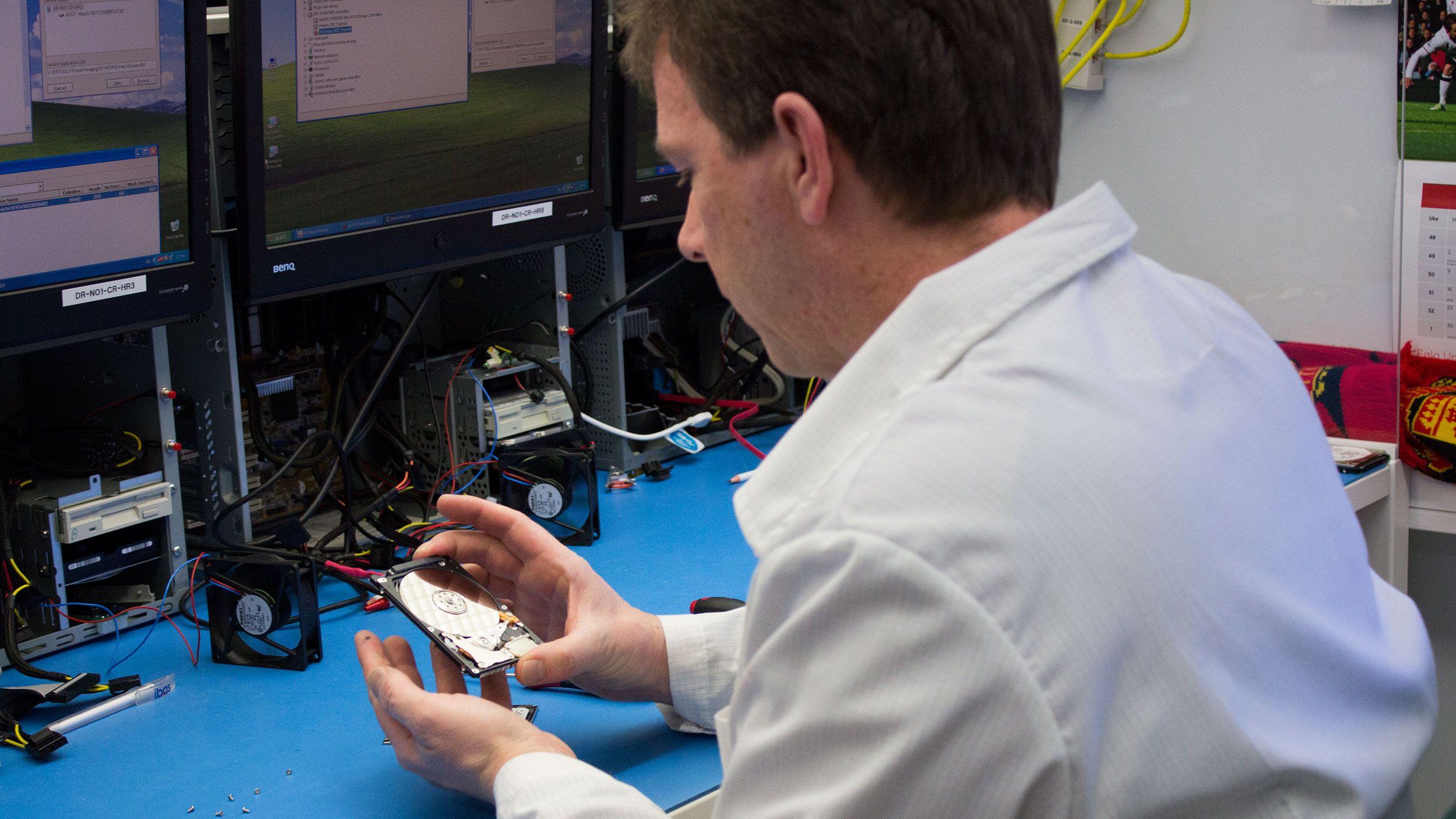 Slik redder ekspertene data fra en sønderknust harddisk