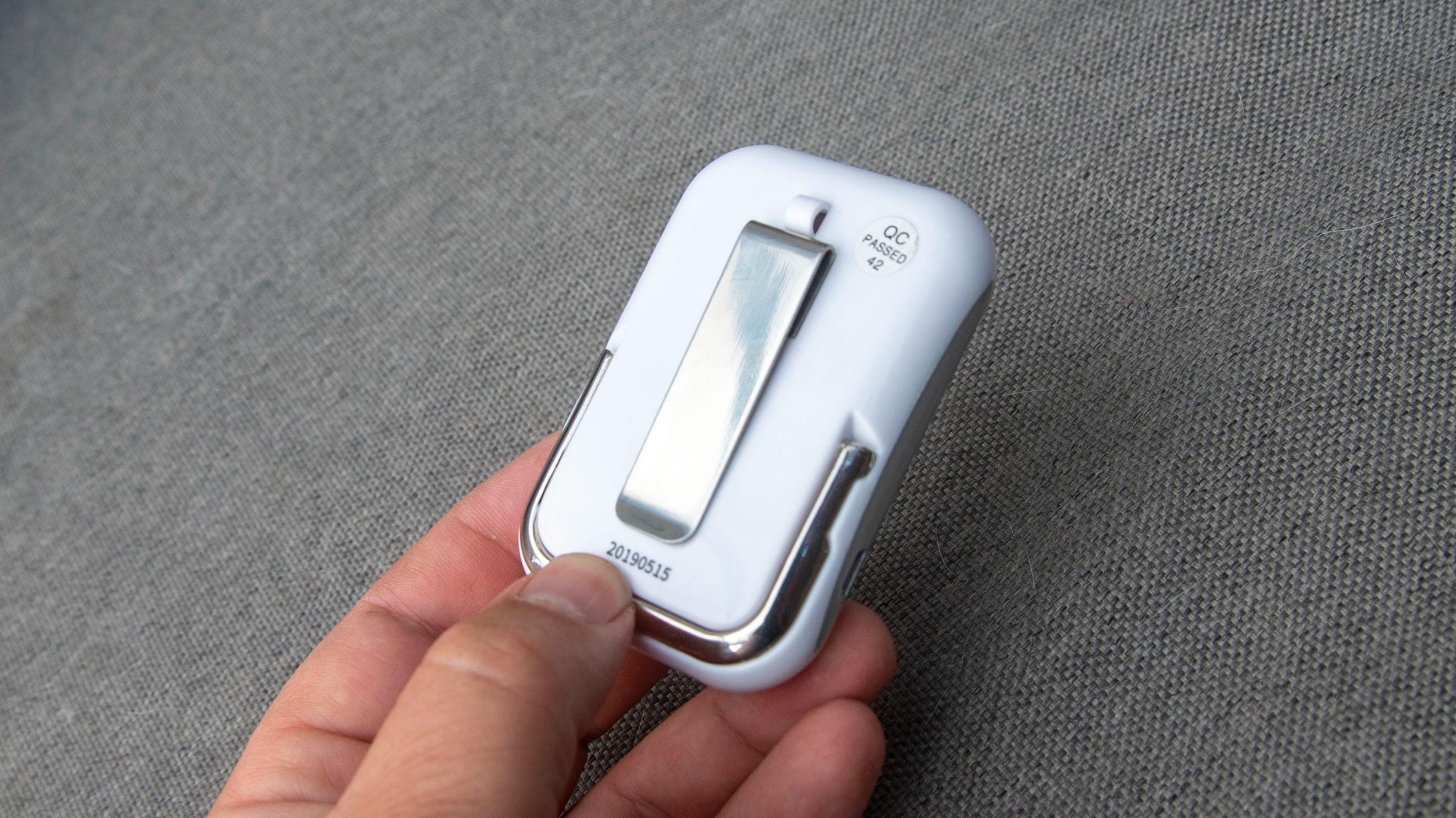 Moskitofree Travel har et klips på baksiden som gjør at du han henge den i for eksempel beltet.