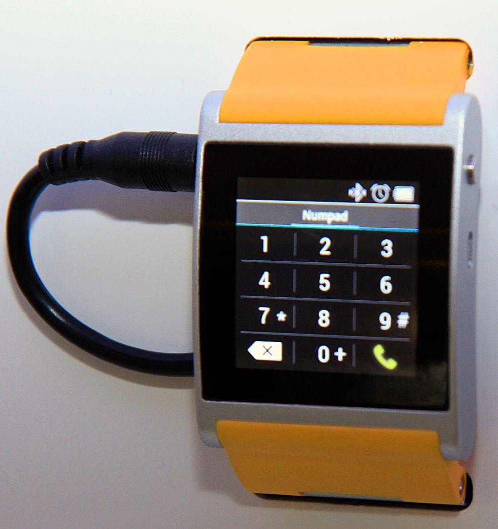 Du kan starte en telefonsamtale direkte fra skjermen på klokken.Foto: Kurt Lekanger, Amobil.no