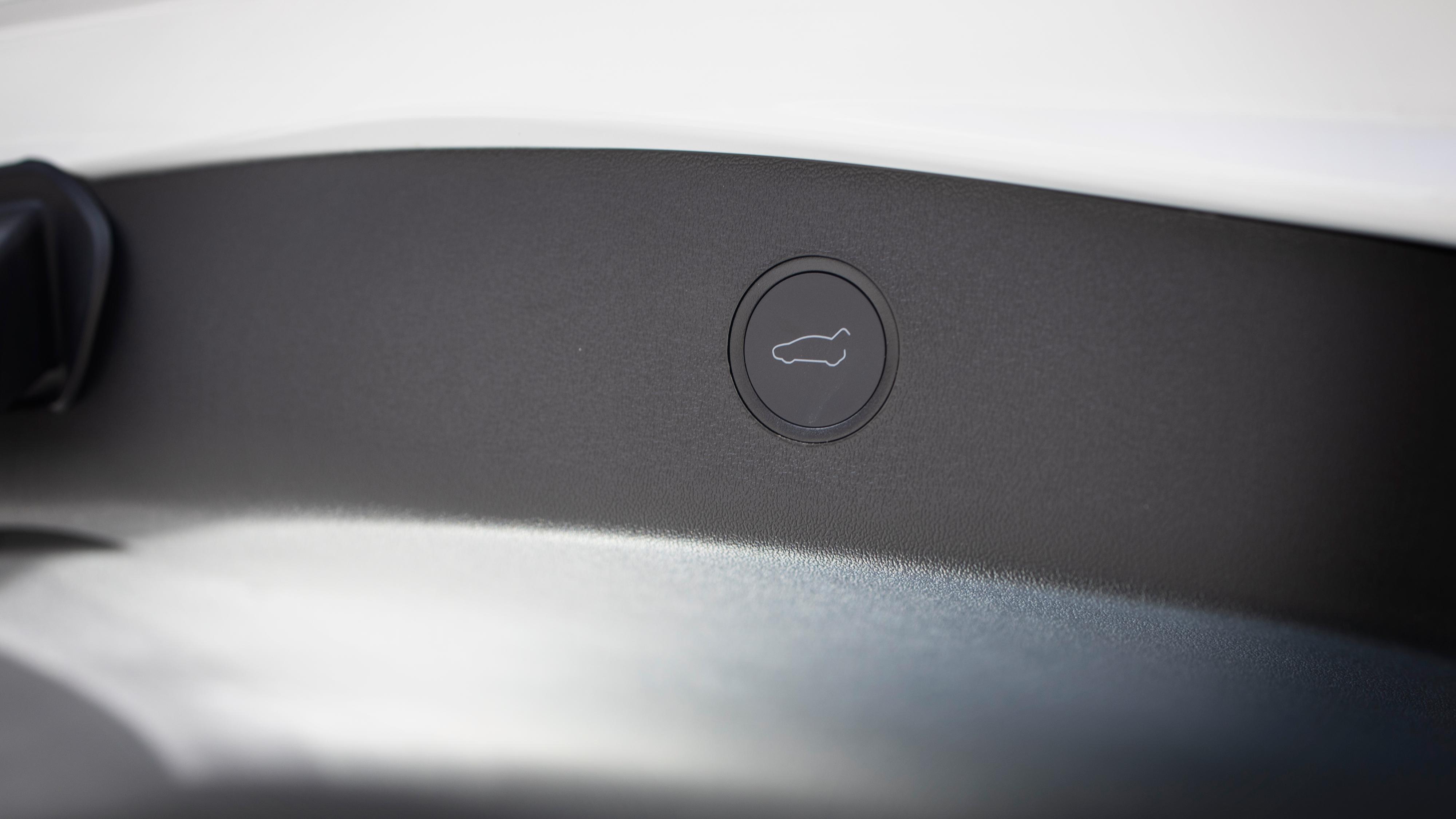 Motorisert bakluke er nå standard på alle nye Model 3.
