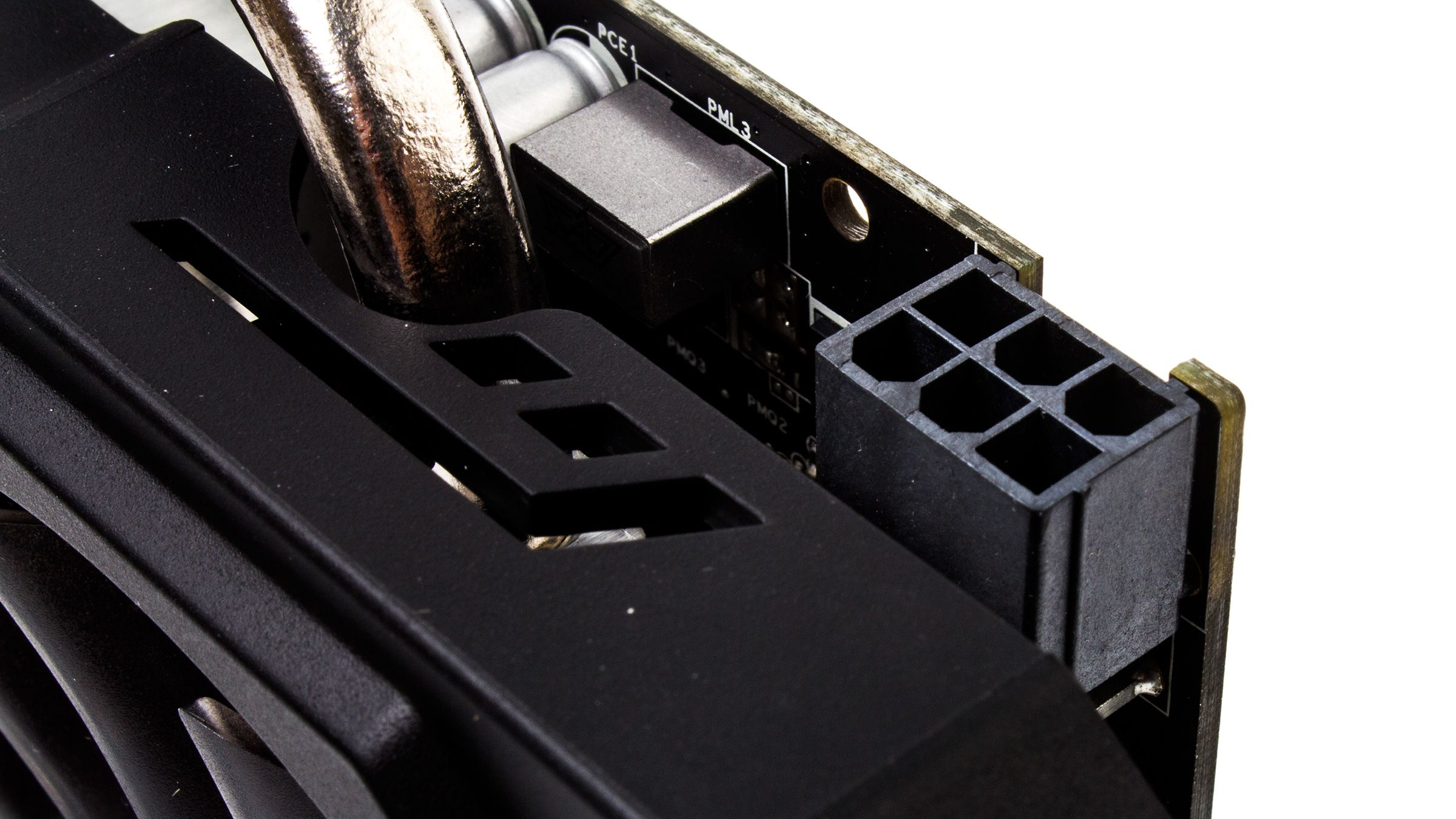 AMD Radeon R9 270 trenger bare en 6-pins strømplugg.Foto: Varg Aamo, Hardware.no
