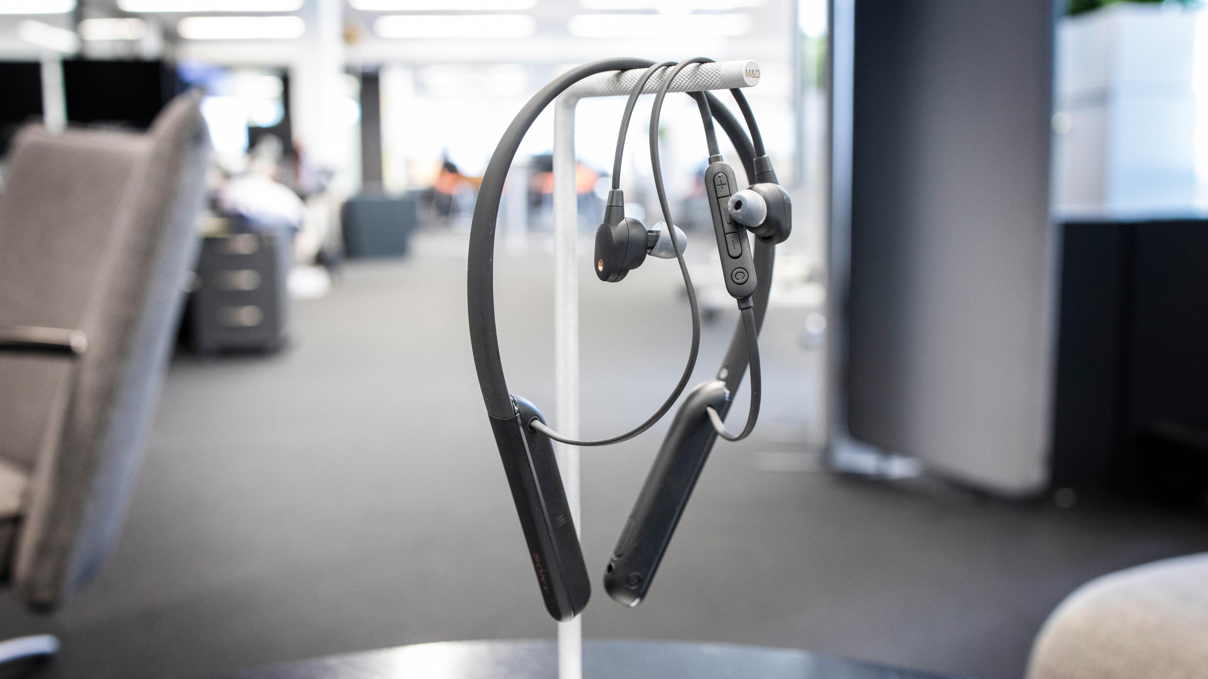 Sony WI-1000XM2 kommer blant annet med en mykere silikonbøyle og oppgradert støydemping fra forgjengeren 1000X.
