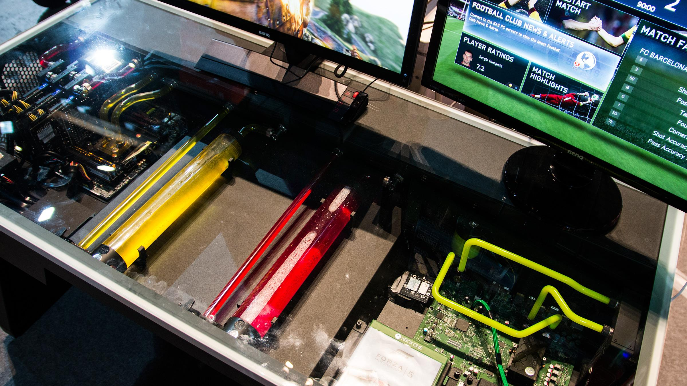 Digital Impuls sitt bord lyser ikke like mye opp som Komplett sitt beist – men er akkurat like spennende.Foto: Varg Aamo, Hardware.no