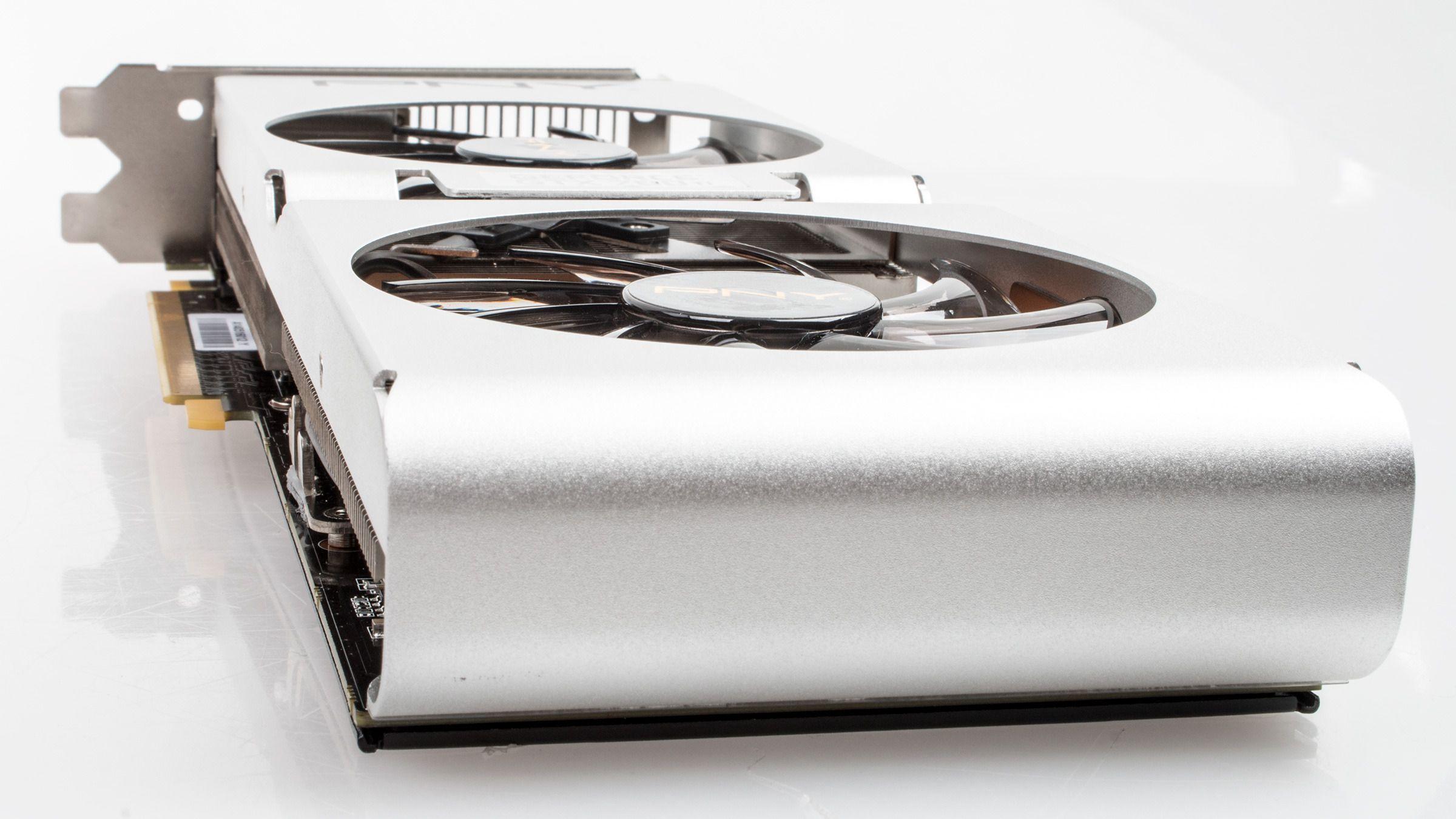 PNY XLR8 GeForce GTX 780 Ti PP, med en avrundet kant på bakenden av kortet.