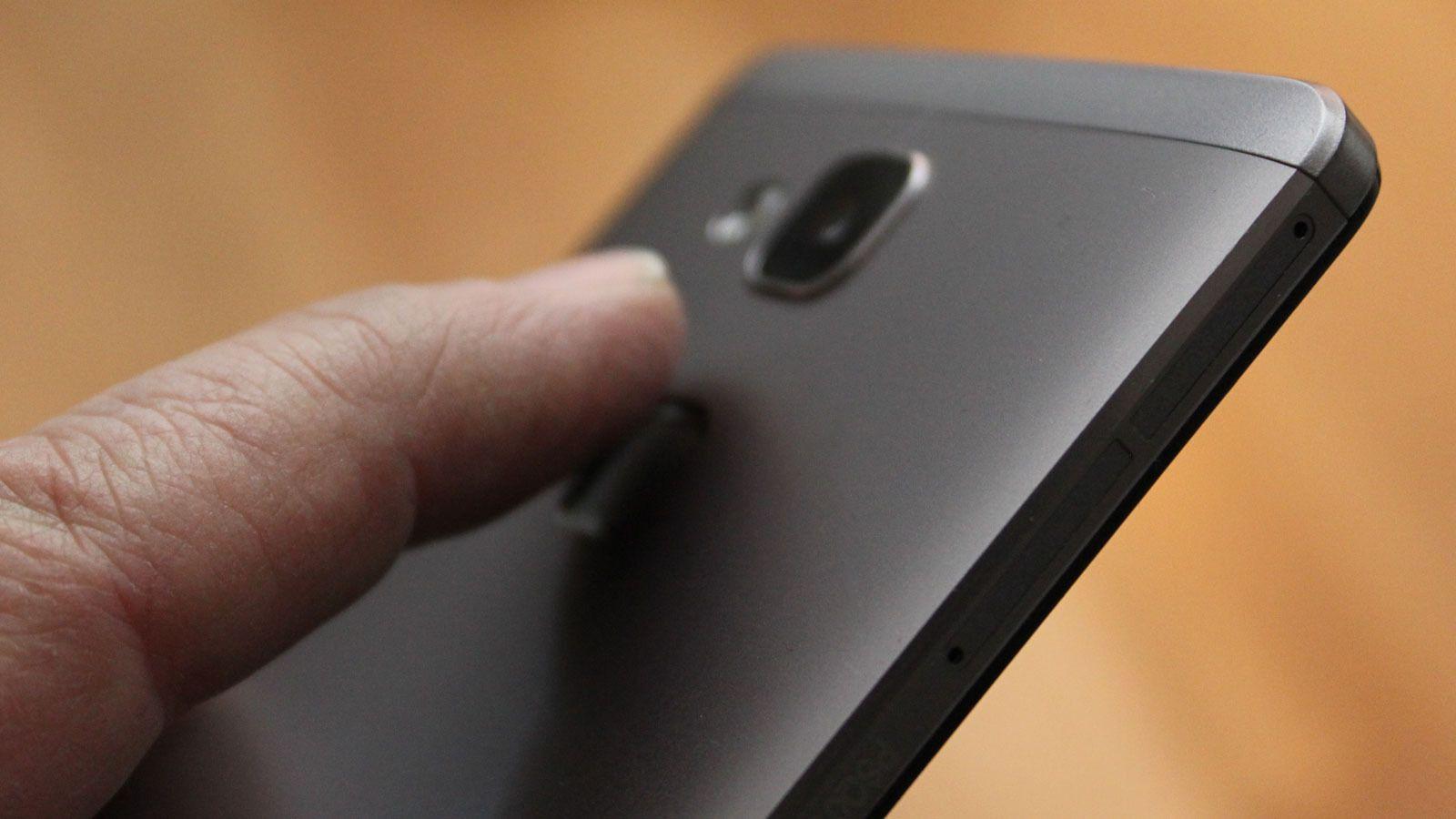 Fingeravtrykksensoren på Ascend Mate 7 er mer avvisende enn vi setter pris på. Foto: Espen Irwing Swang, Tek.no