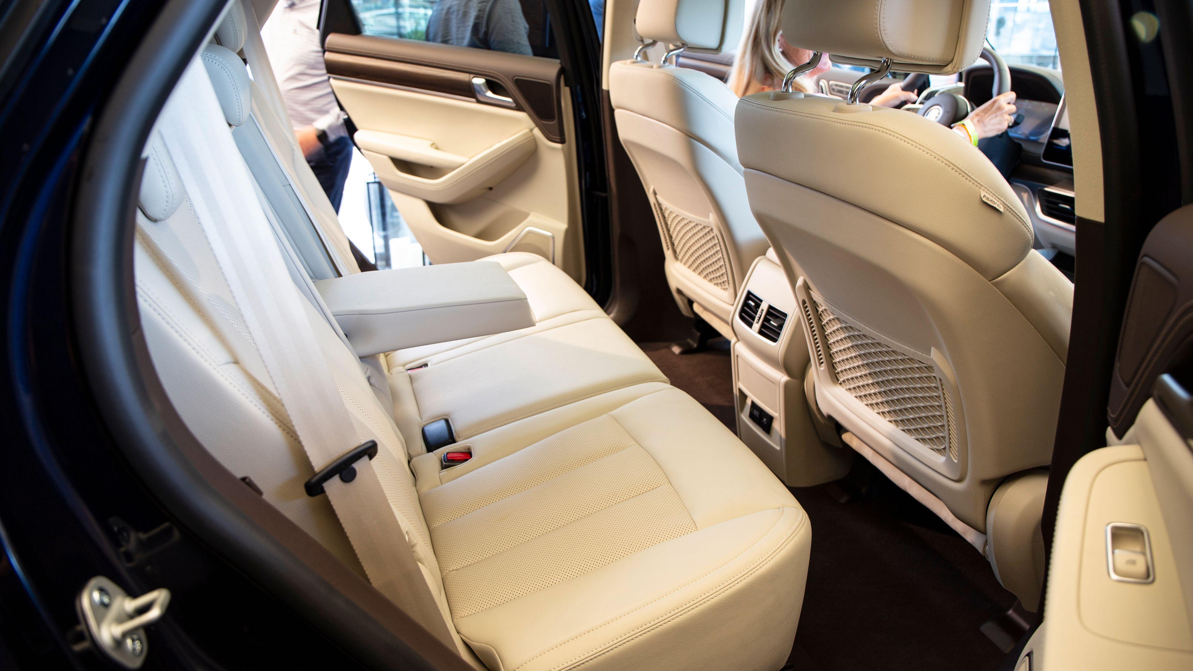 BYD Tang er en romslig bil, også for passasjerene bak.