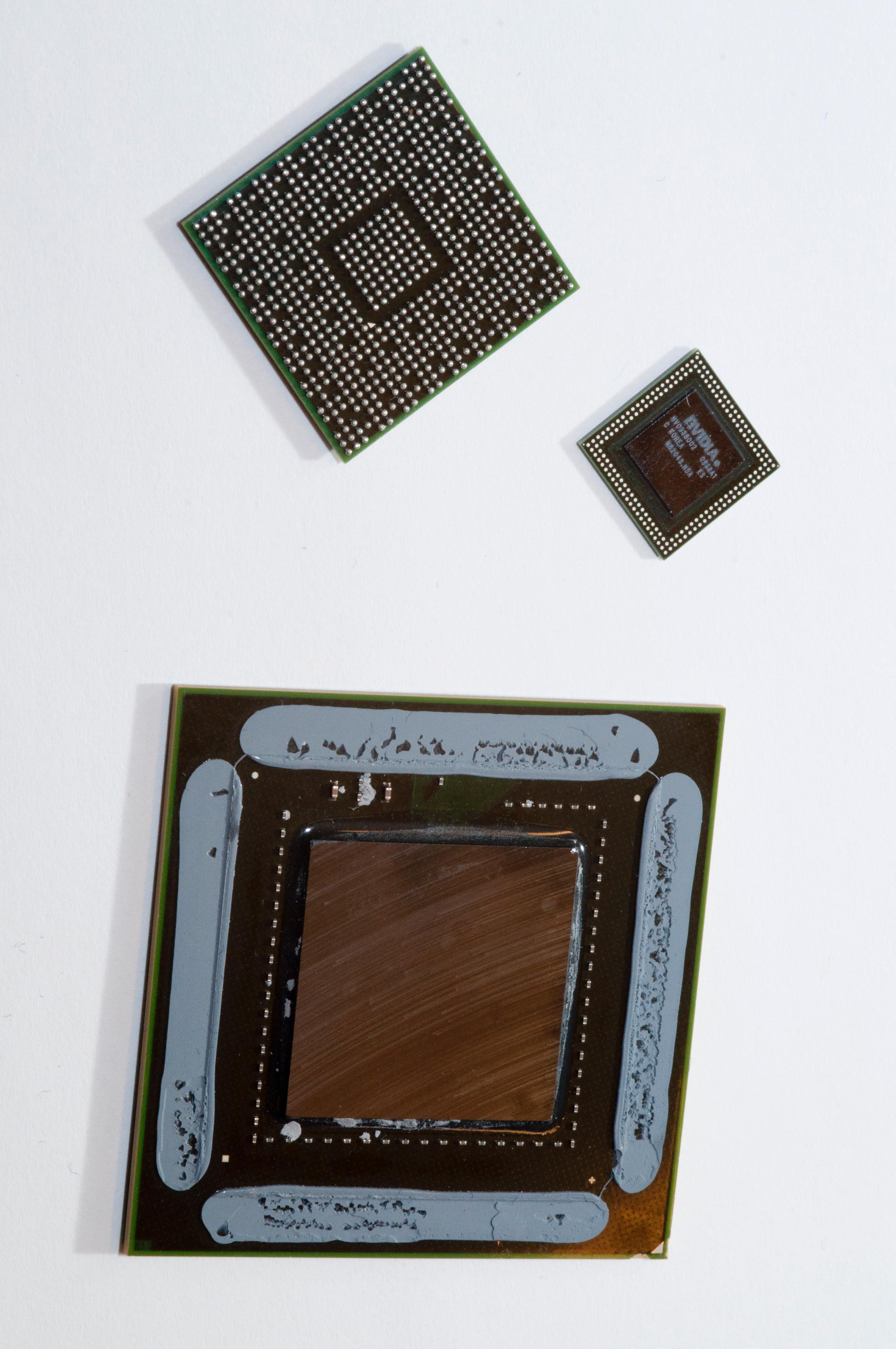 Nvidias Tegra 3-brikker over en Nvidia GF100/GTX400-brikke. Den største brikken hører hjemme på vanlige, store skjermkort.