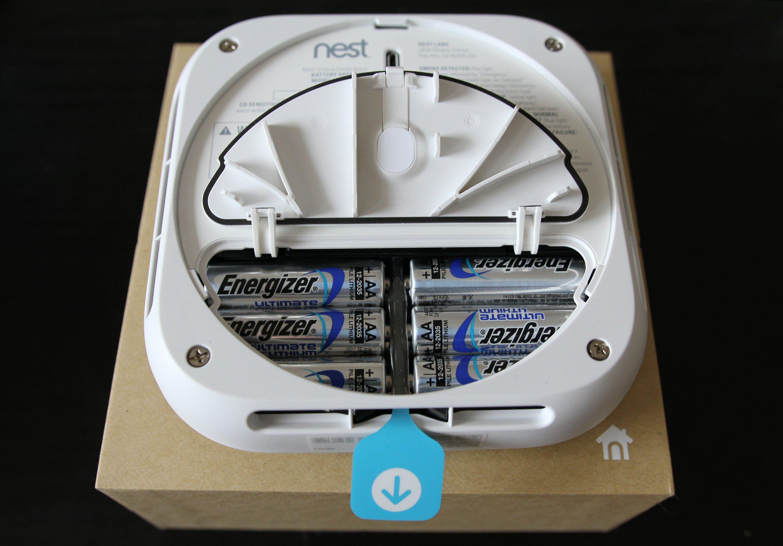 Batteridøra er ny på andre generasjon Nest Protect. Foto: Vegar Jansen, Tek.no
