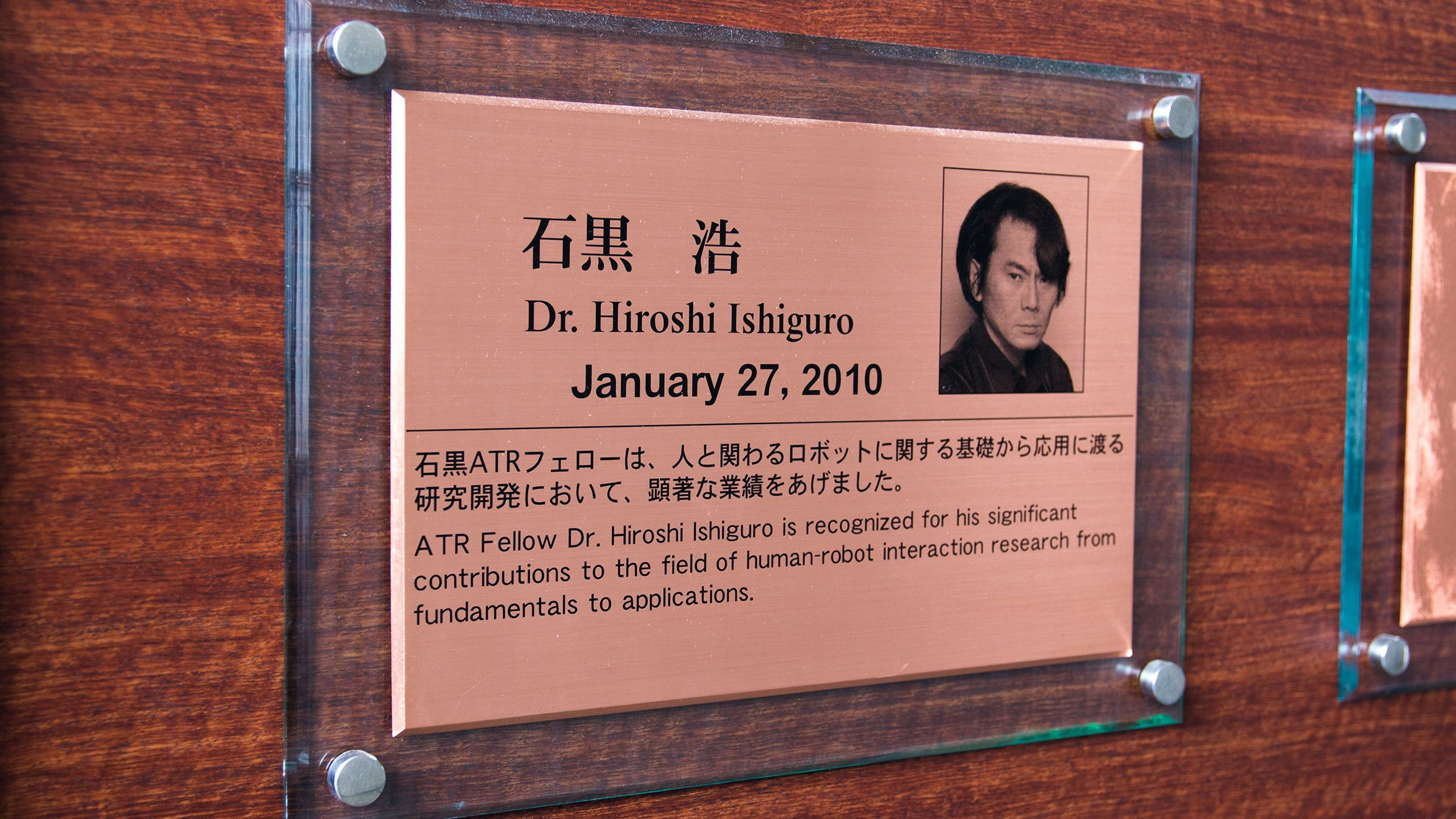 I 2010 ble professor Ishiguro utnevnt til fellow ved ATR, og fikk med det den høyeste tittelen instituttets medlemmer kan tildeles.Foto: Varg Aamo, Hardware.no