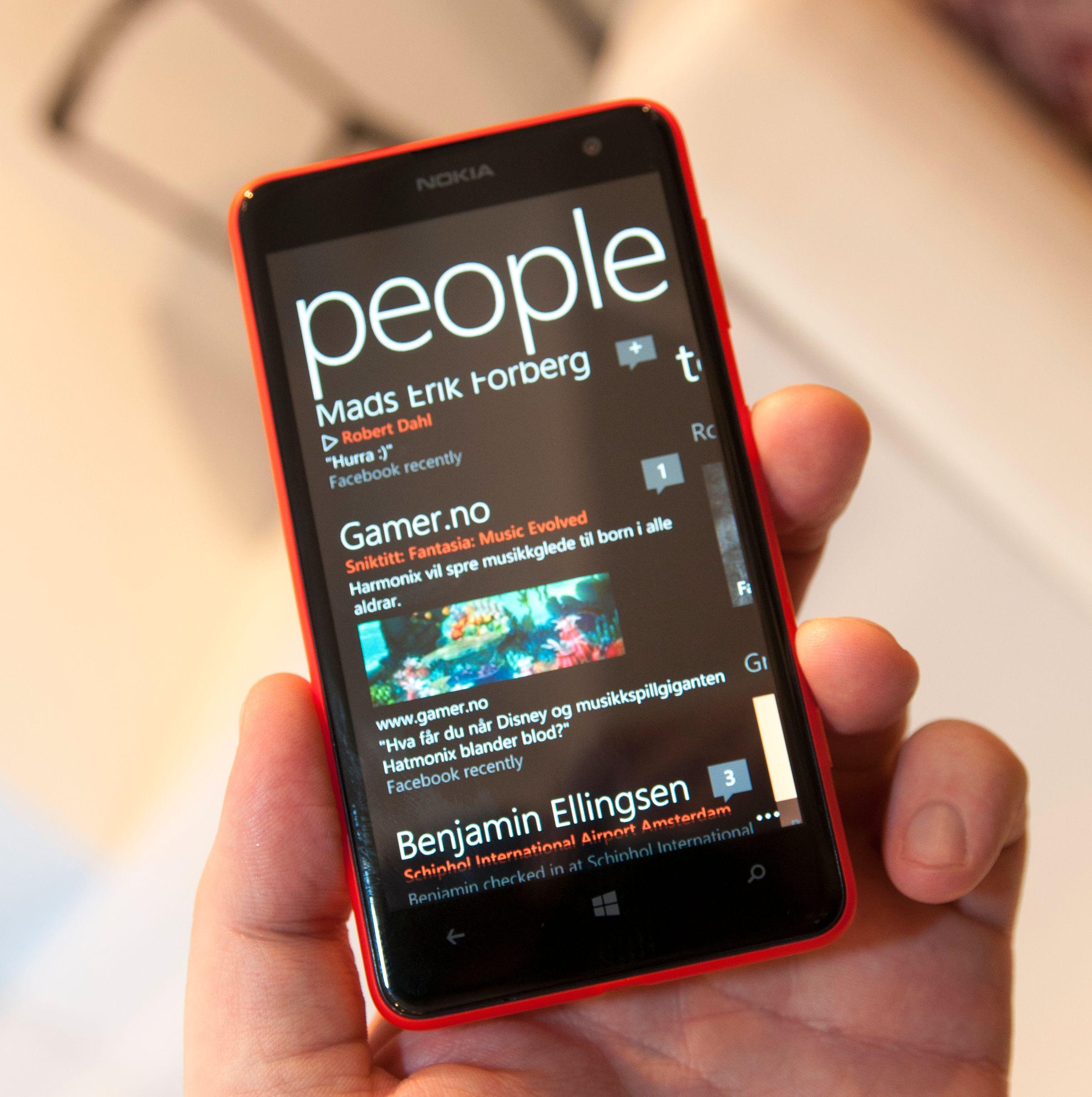 Som alle Windows-telefoner er Lumia 625 tungt integrert i sosiale medier.Foto: Finn Jarle Kvalheim, Amobil.no