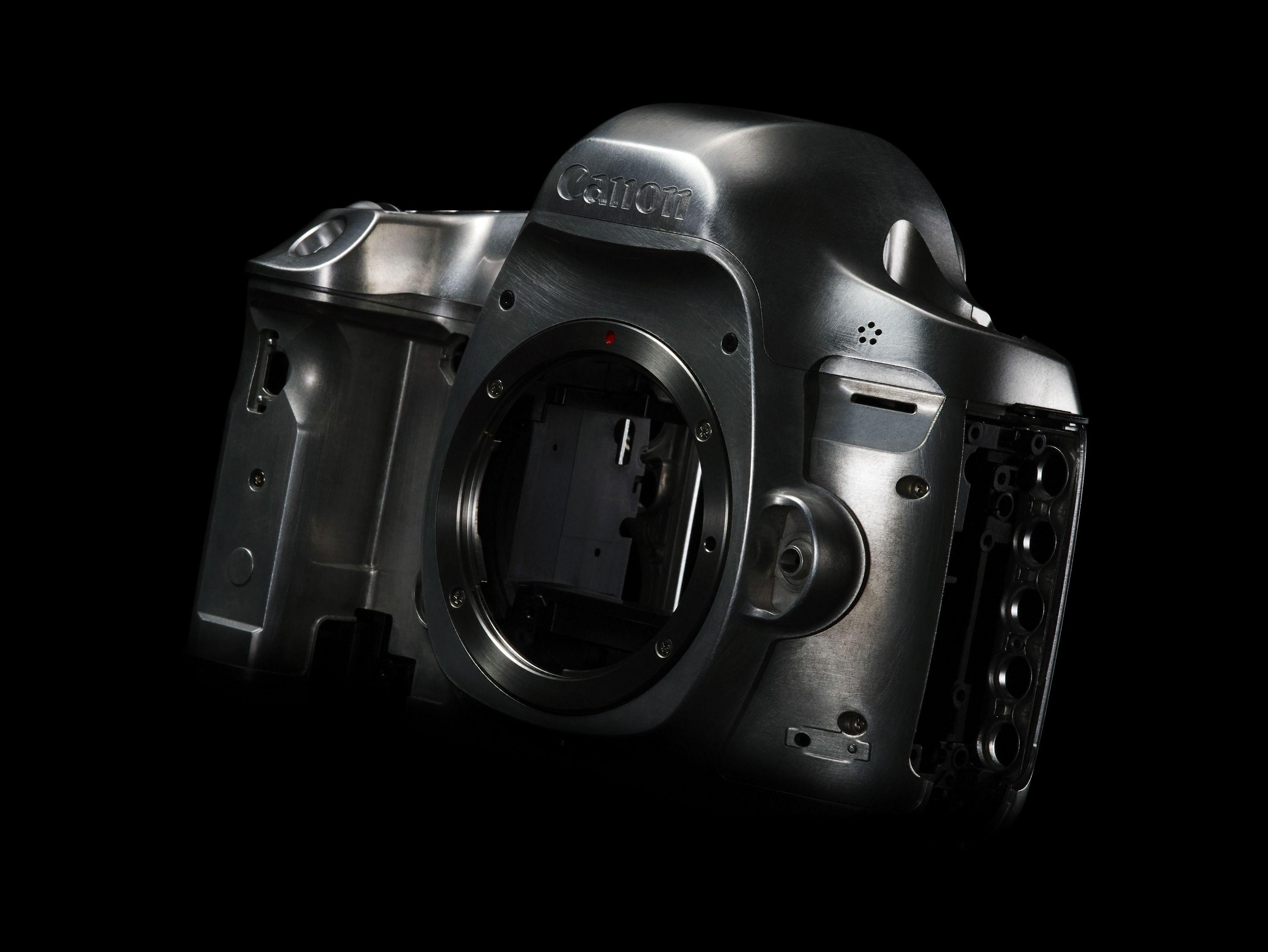 Skjøtene på kamerakroppen, og dermed også værtettingen, skal være forbedret siden 5D Mark III. Foto: Canon