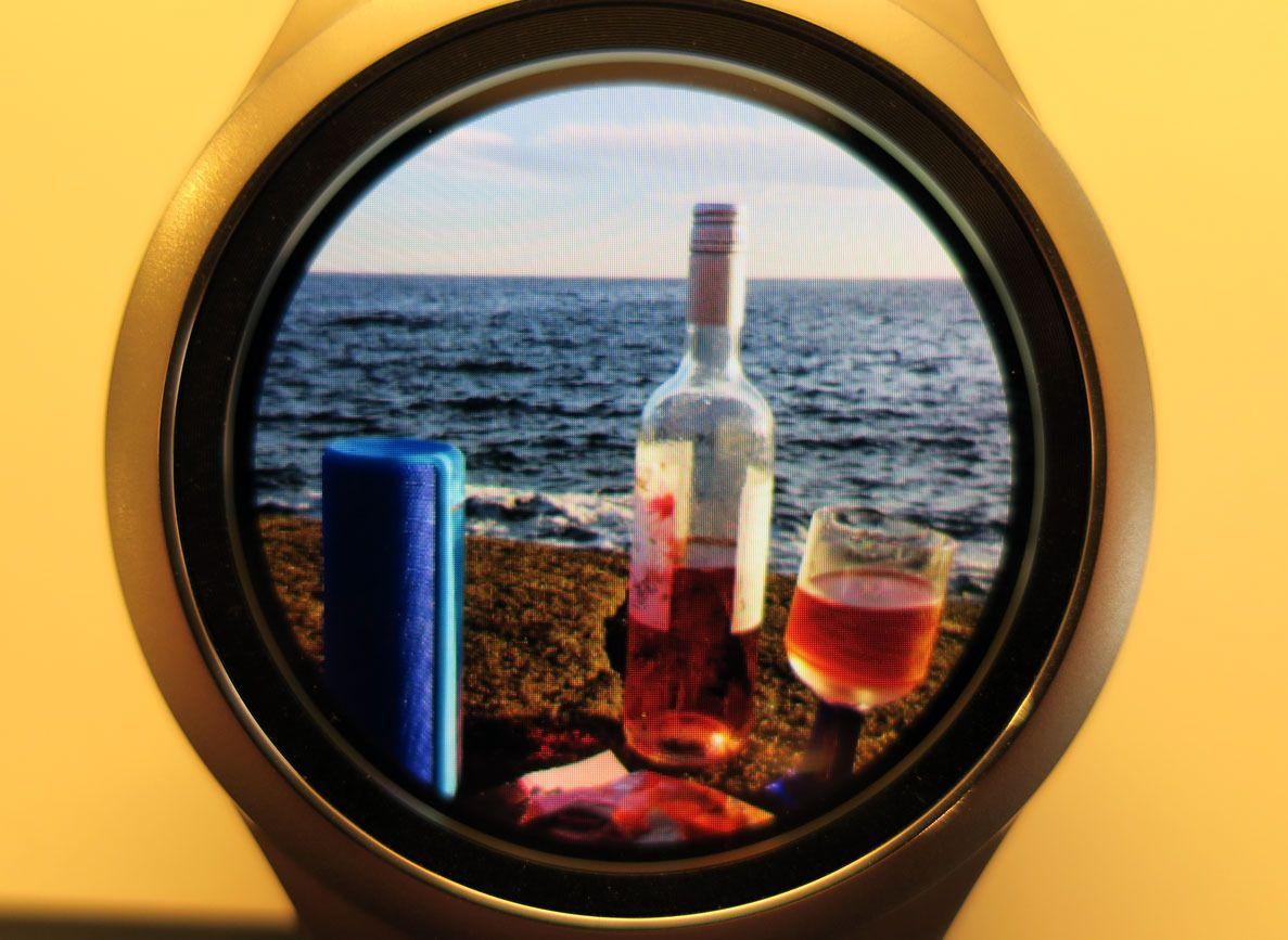 Du kan lagre musikk eller bilder i minnet på klokken. Minnet er på 4 GB. Foto: Espen Irwing Swang, Tek.no