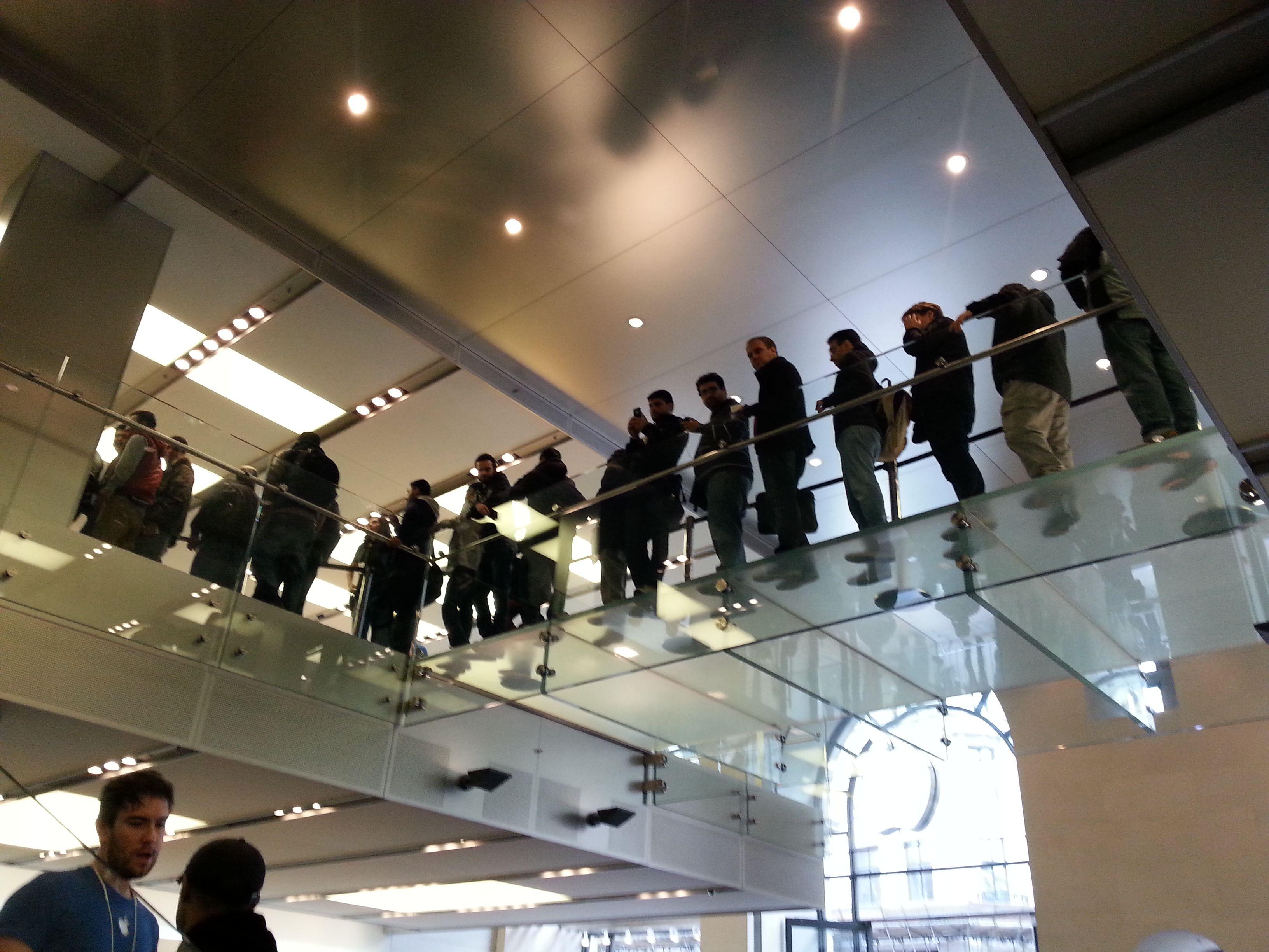 Endelig inne i Apple Store i Regent Street i London.