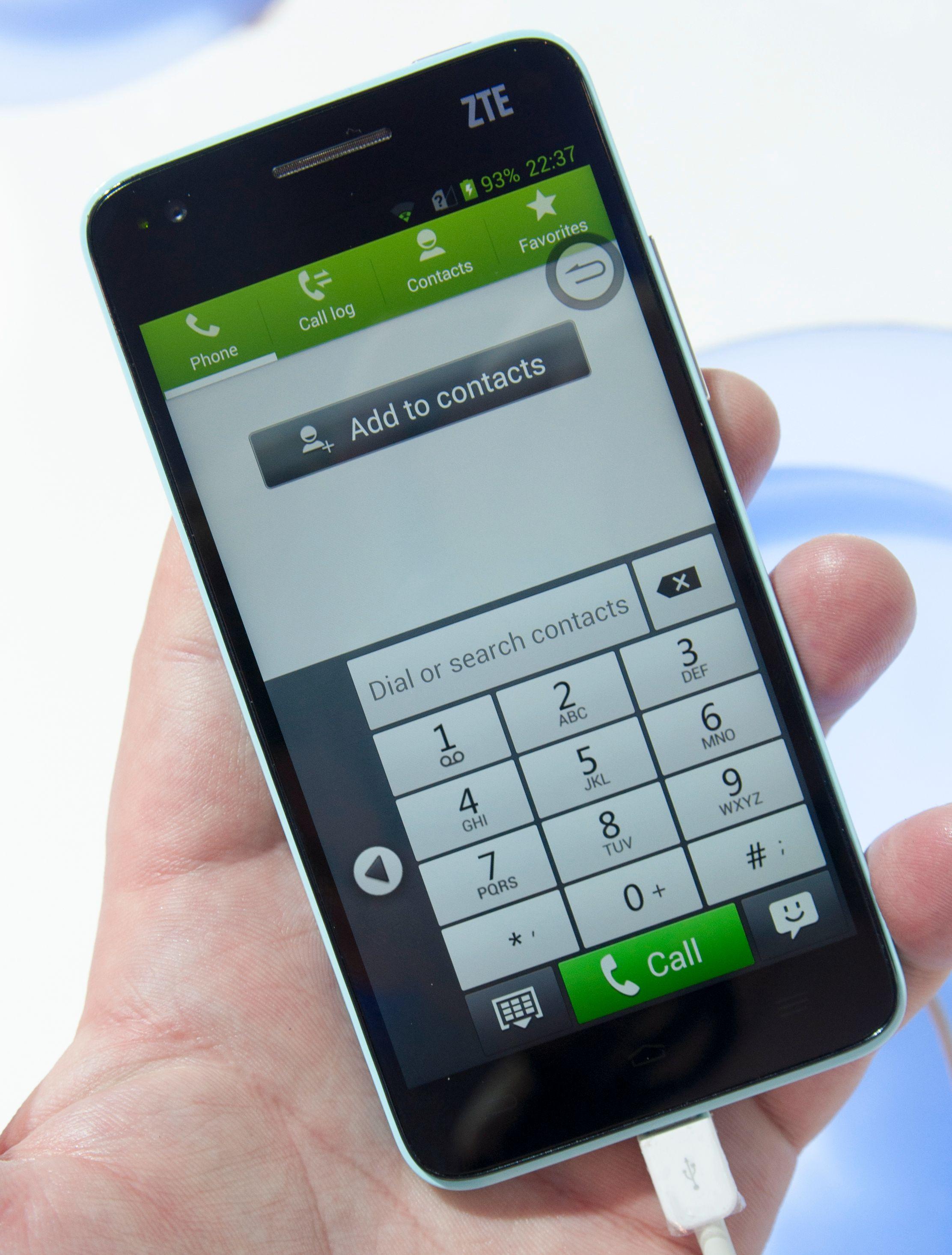 ZTE har laget sin egen variant på det meste her. Ringemenyen er tilpasset bruk med én hånd, på samme måte som vi tidligere har sett i Samsung Galaxy Note og Galaxy Note II.Foto: Finn Jarle Kvalheim, Amobil.no