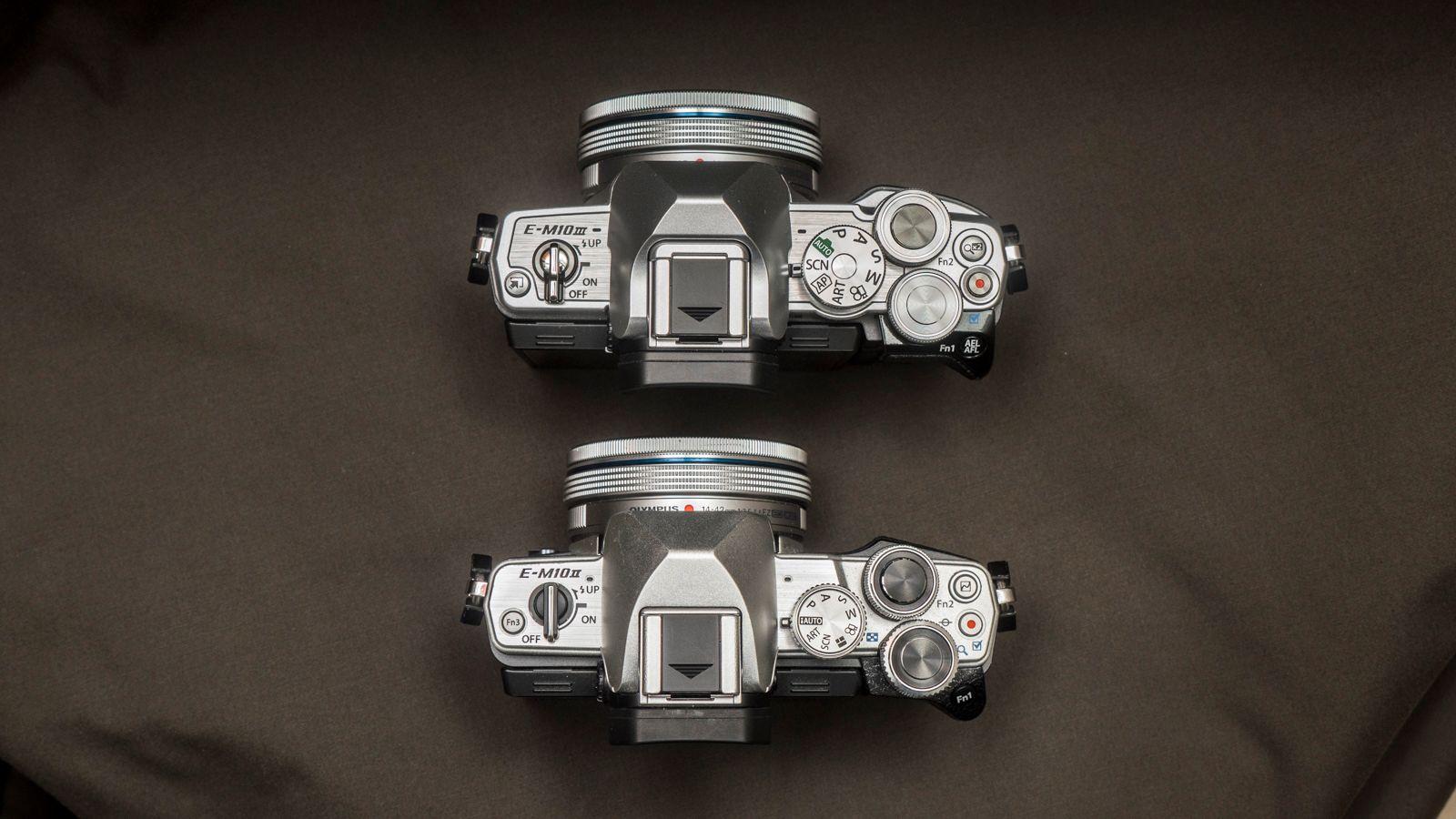 OM-D E-M10 III øverst, og E-M10 II nederst. Bilde: Kristoffer Møllevik