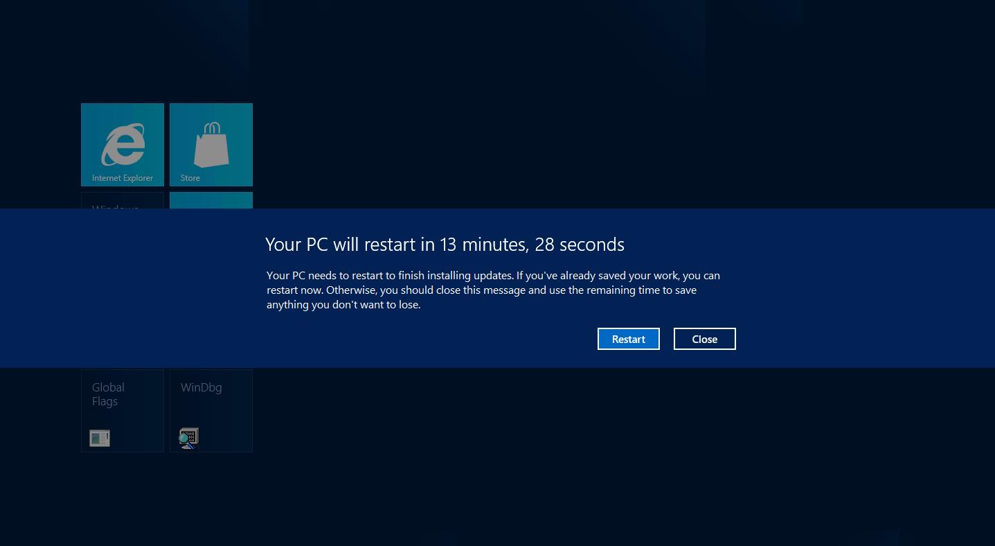 KREVER ADLYDENHET: Windows varsler om at du må restarte i fullskjerm, og teller demonstrativt ned for å sikre at du adlyder.Foto: Microsoft