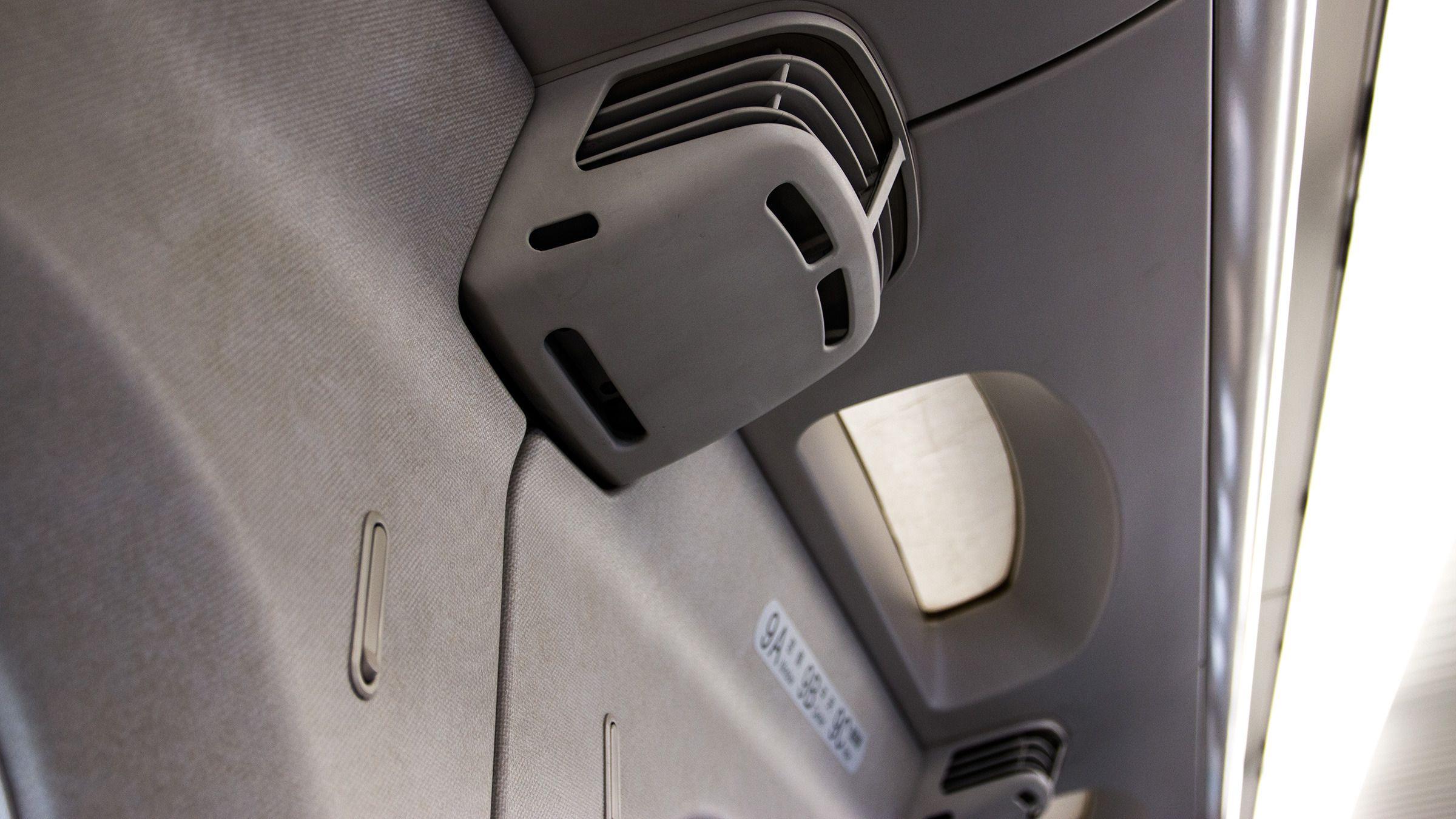 Stillegående klimaanlegg til hver seterad sørger for at temperaturen alltid er mest mulig behagelig for de reisende.Foto: Varg Aamo, Hardware.no
