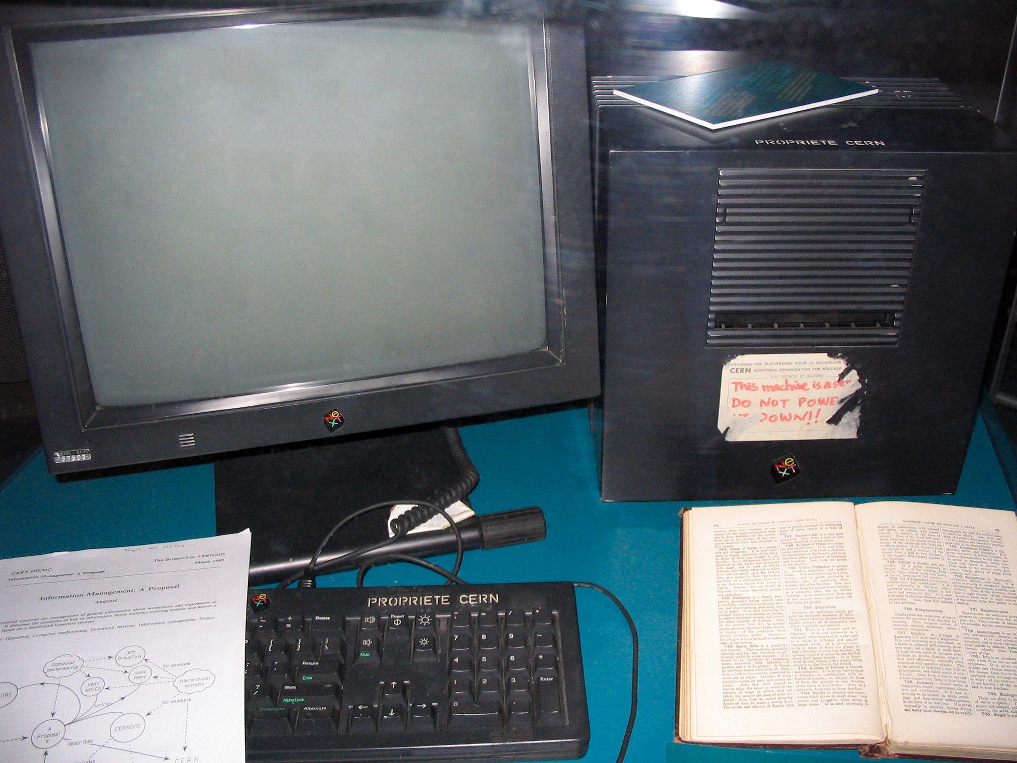 På denne maskinen, som ble verdens første webtjener, lå Berners-Lees første webside.