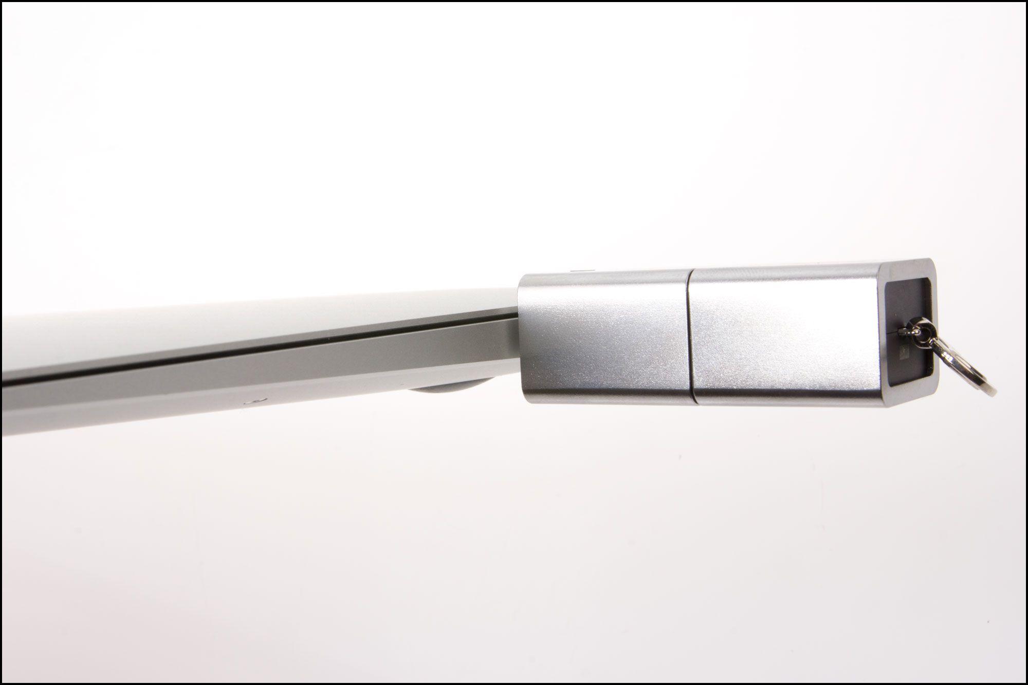 Minnepinnen satt i en Macbook Air.Foto: Jørgen Elton Nilsen, Hardware.no