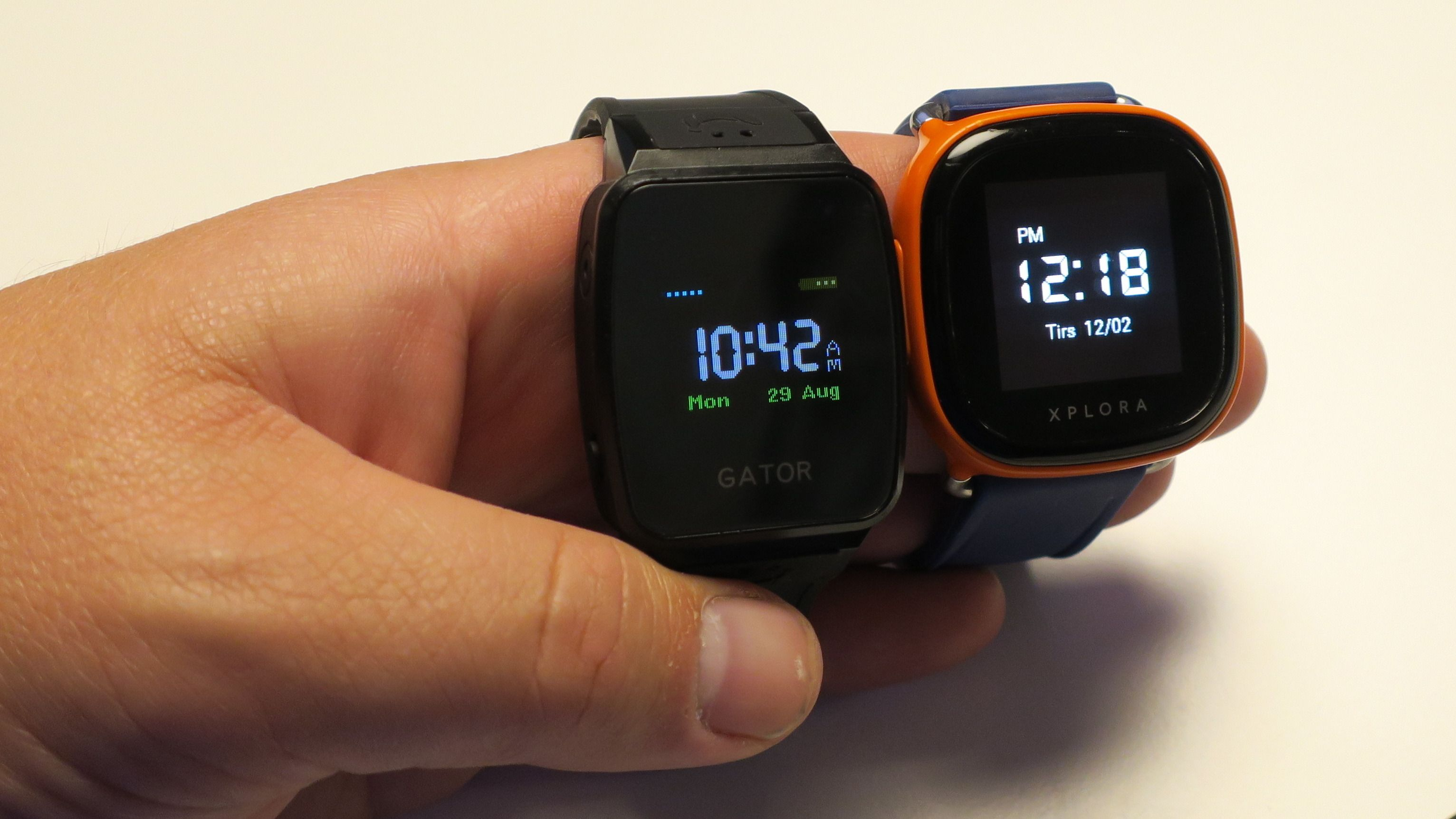 Begge klokkene er like dårlige i sollys, selv om Xplora-skjermen er den mest lyssterke av de to.