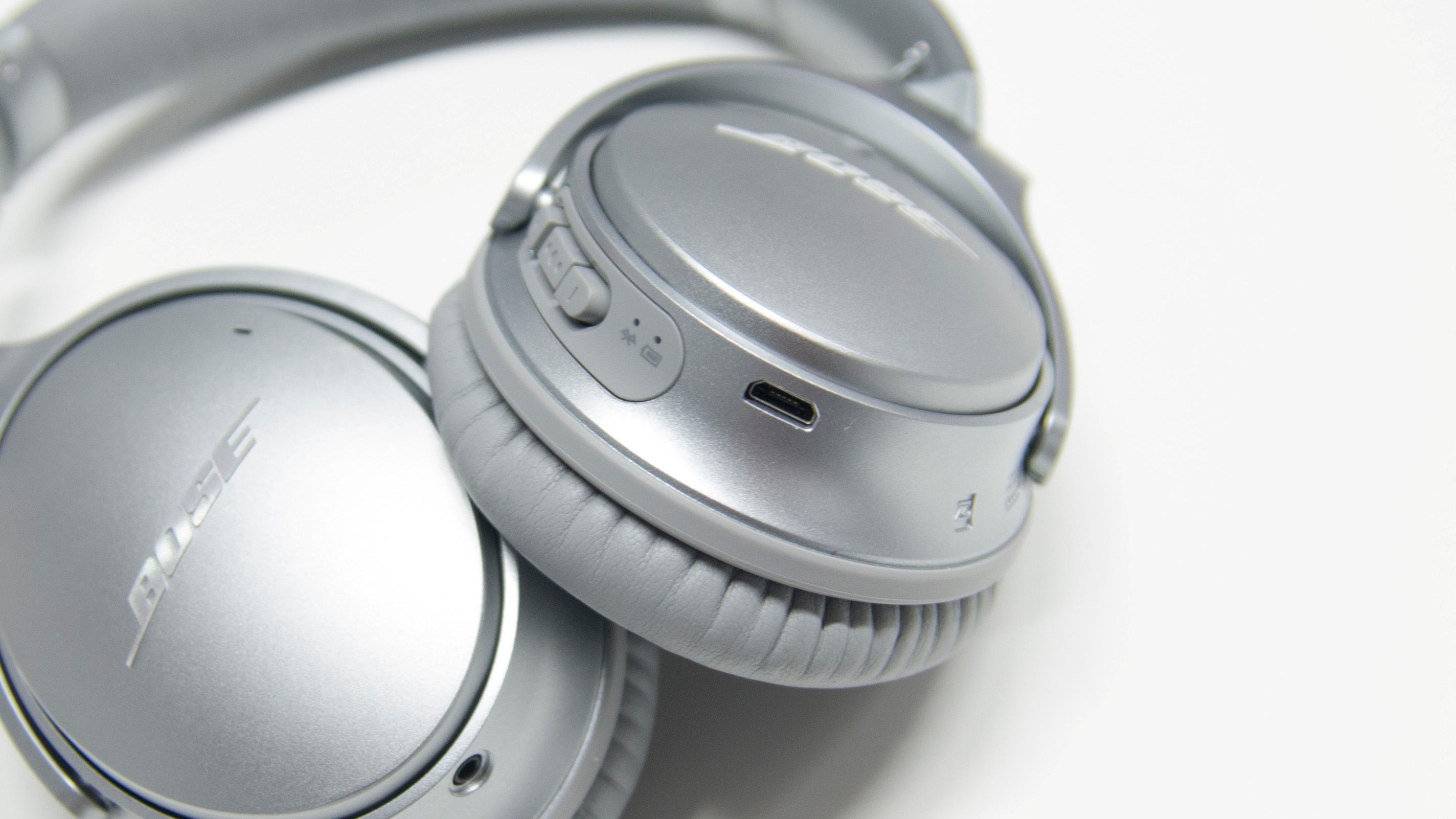 Brukerne raste mot støydempingen i Bose QC35. Bose konkluderer: Ingenting er galt