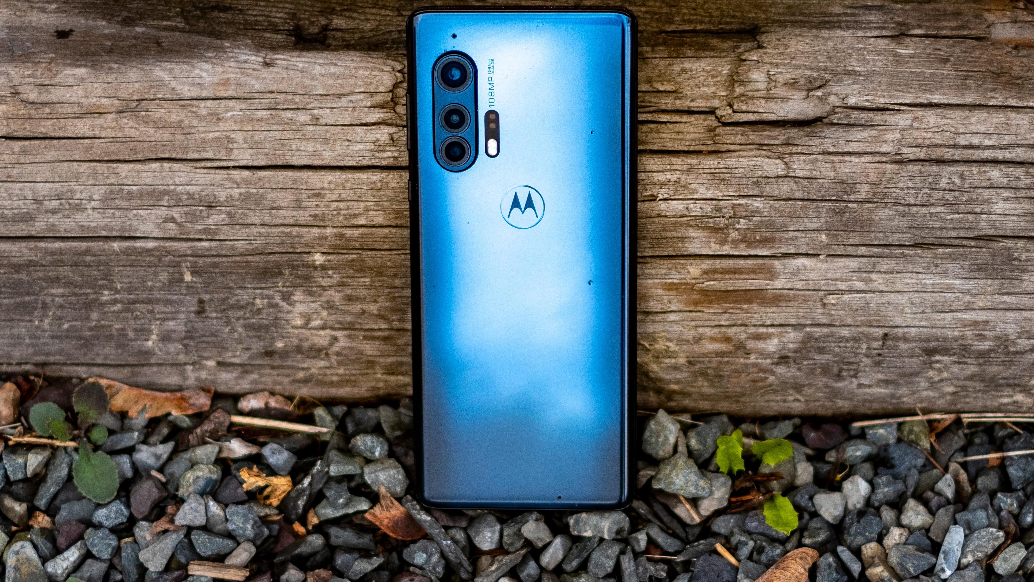 Motorolas nye toppmodell har svært pent design som faktisk skiller seg litt ut fra mange av konkurrentene.