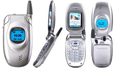 Samsung T100 hadde polyfoniske ringetoner og fargekamera. Modellen bidro til å gjøre Samsungs mobiler kjent i Norge. Men det skulle ennå gå mer enn 10 år før merket virkelig ble populært her.