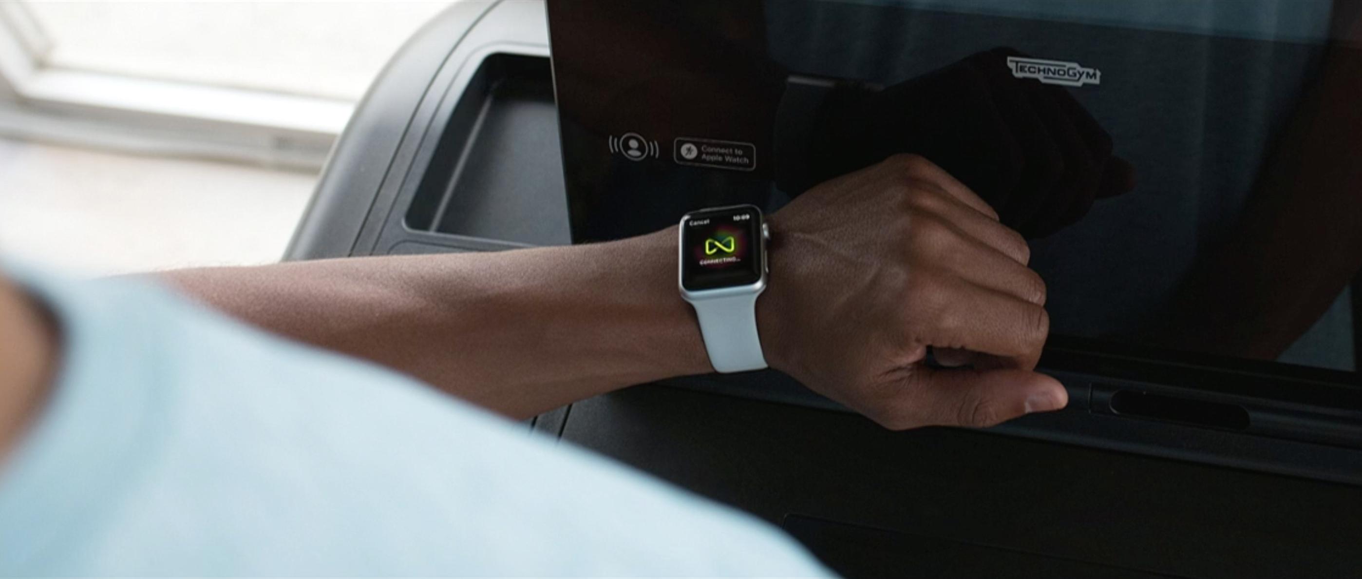 Via NFC kan du koble klokka til 80 prosent av utstyret på treningssenteret, ifølge Lynch. Bilde: Skjermdump/Apple