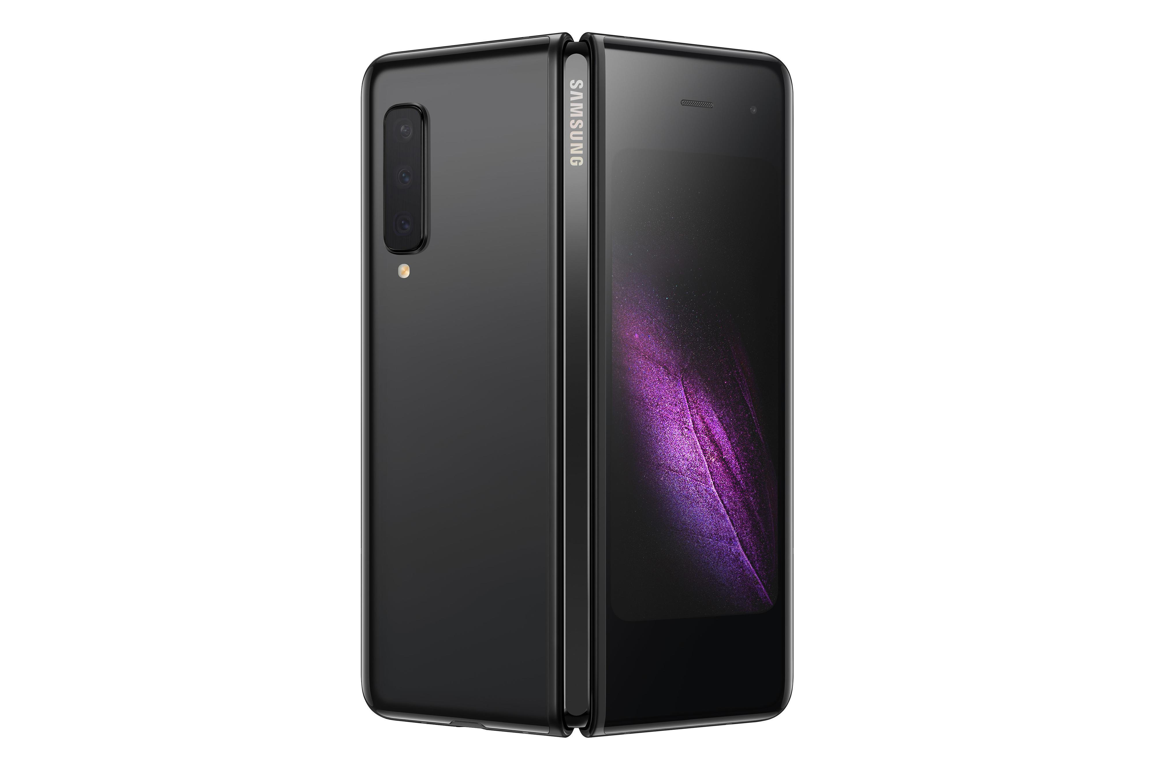 Galaxy Fold får en skjerm i front, og på baksiden skimtest to av telefonens totalt seks kameraer.