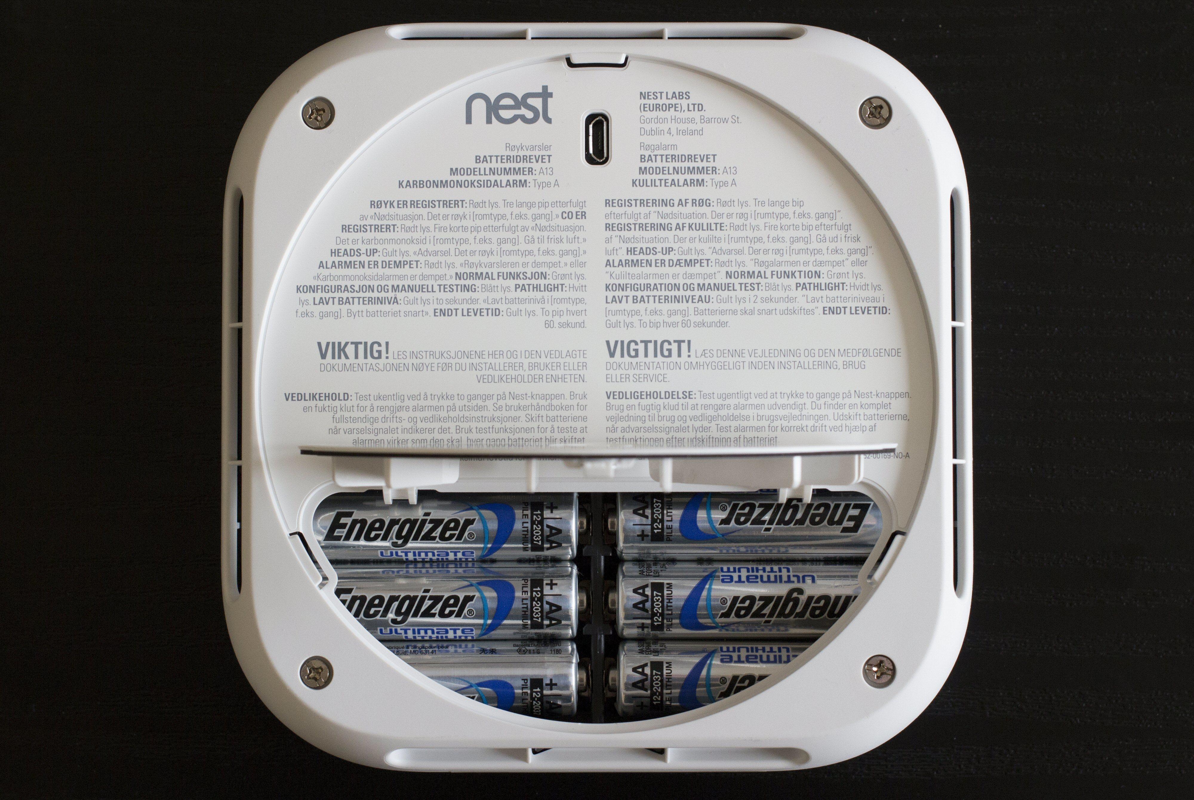 Nest Protect drives av AA-batterier, som skal holde i «flere år».