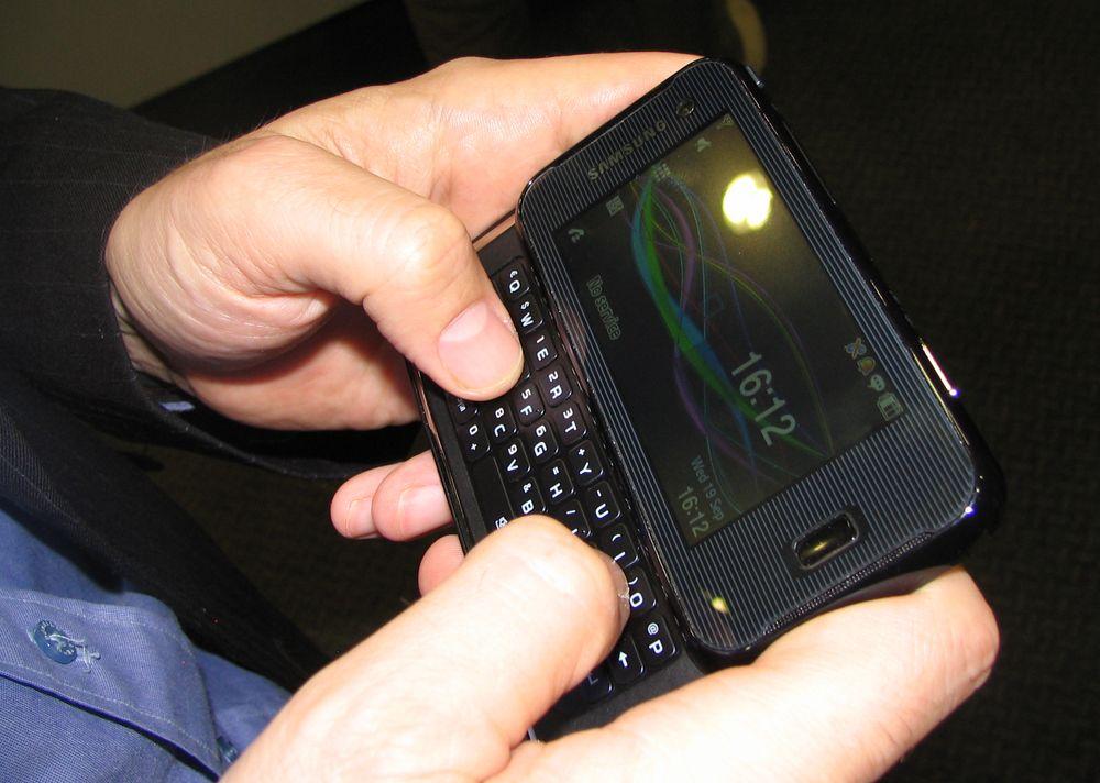 I hvilemodus kan du se kalenderen, eller stille telefonen inn til å vise annen informasjon.