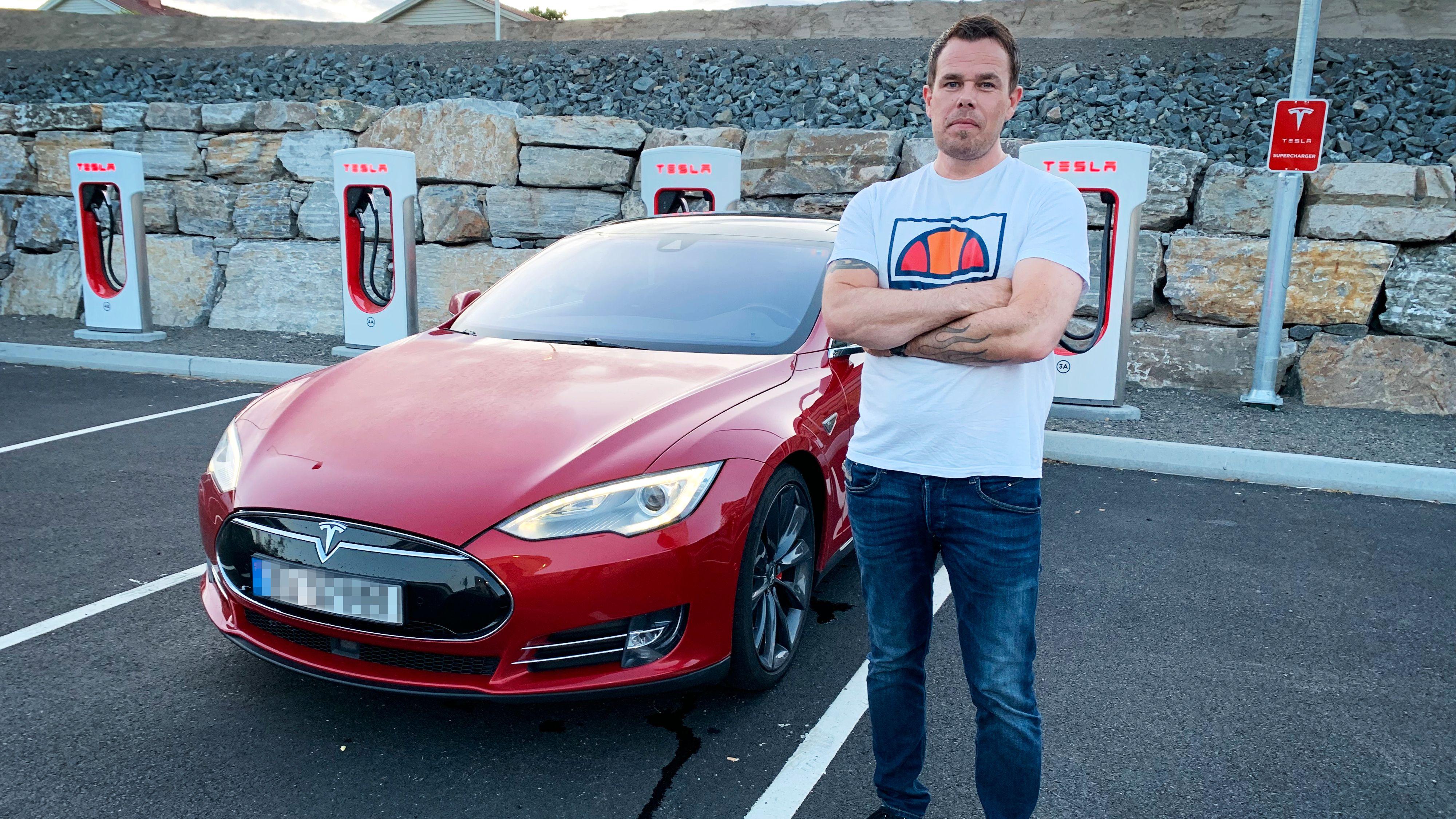 Tesla-eiere raser mot selskapet: Kuttet rekkevidden på bilene deres over natten