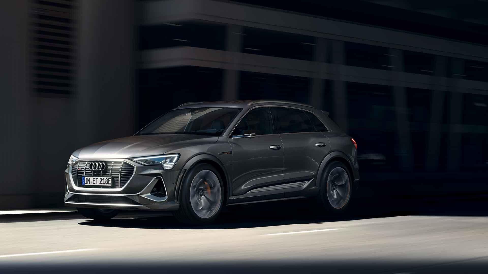 Audi lanserer ny versjon av e-tron med tre motorer