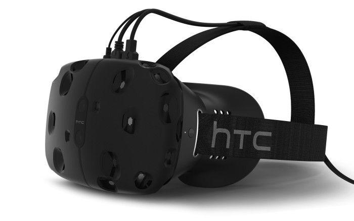 Slik ser HTCs pressebilder av Re Vive ut. Ved endelig lansering skal kablene den trenger være samlet i én enkelt tråd, og håndkontrollene skal være trådløse. Foto: HTC