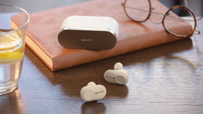 Etuiet har stort batteri, men det gjør dessverre også at det blir betraktelig mindre kompakt enn for eksempel Apples Airpods-etui.