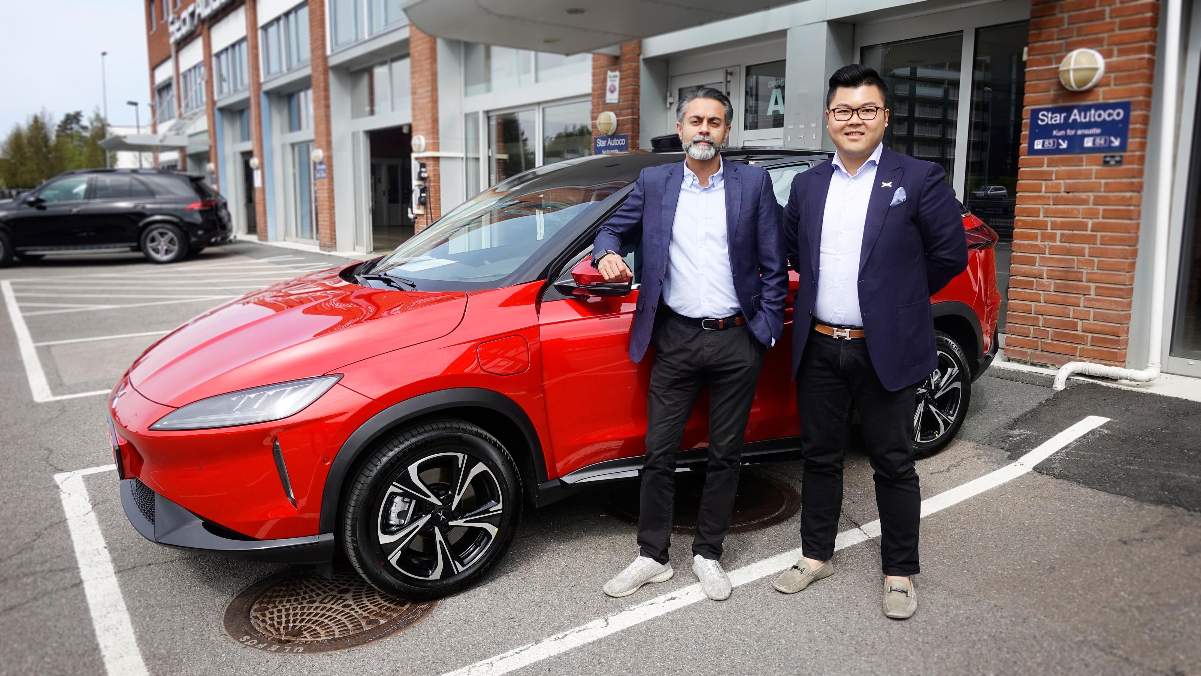 Zahid Saddiq (t.v.) og William Chien i Zero Emission Mobility importerer Xpeng til Norge.