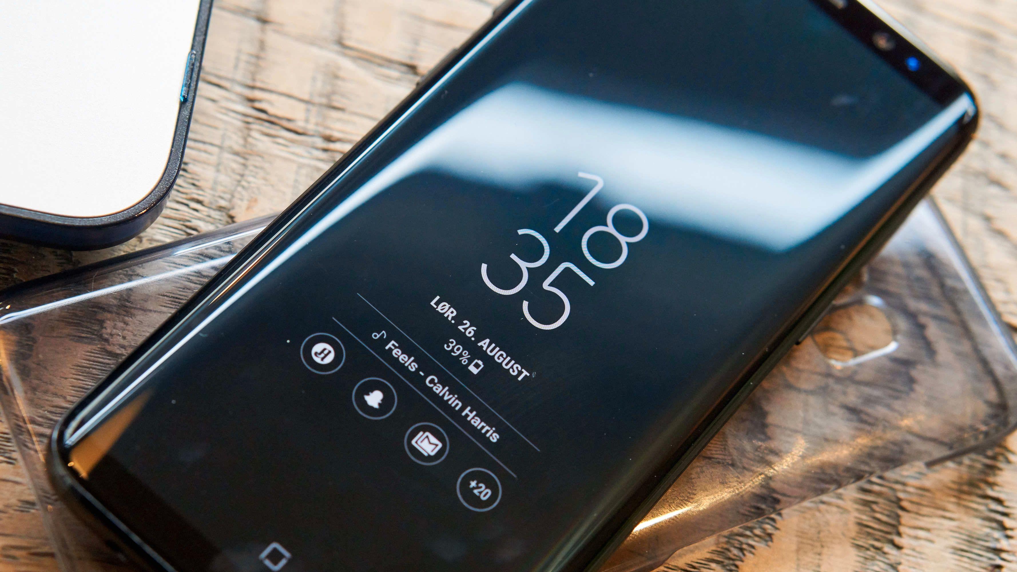 Slik ser standard låst skjerm ut på S8.