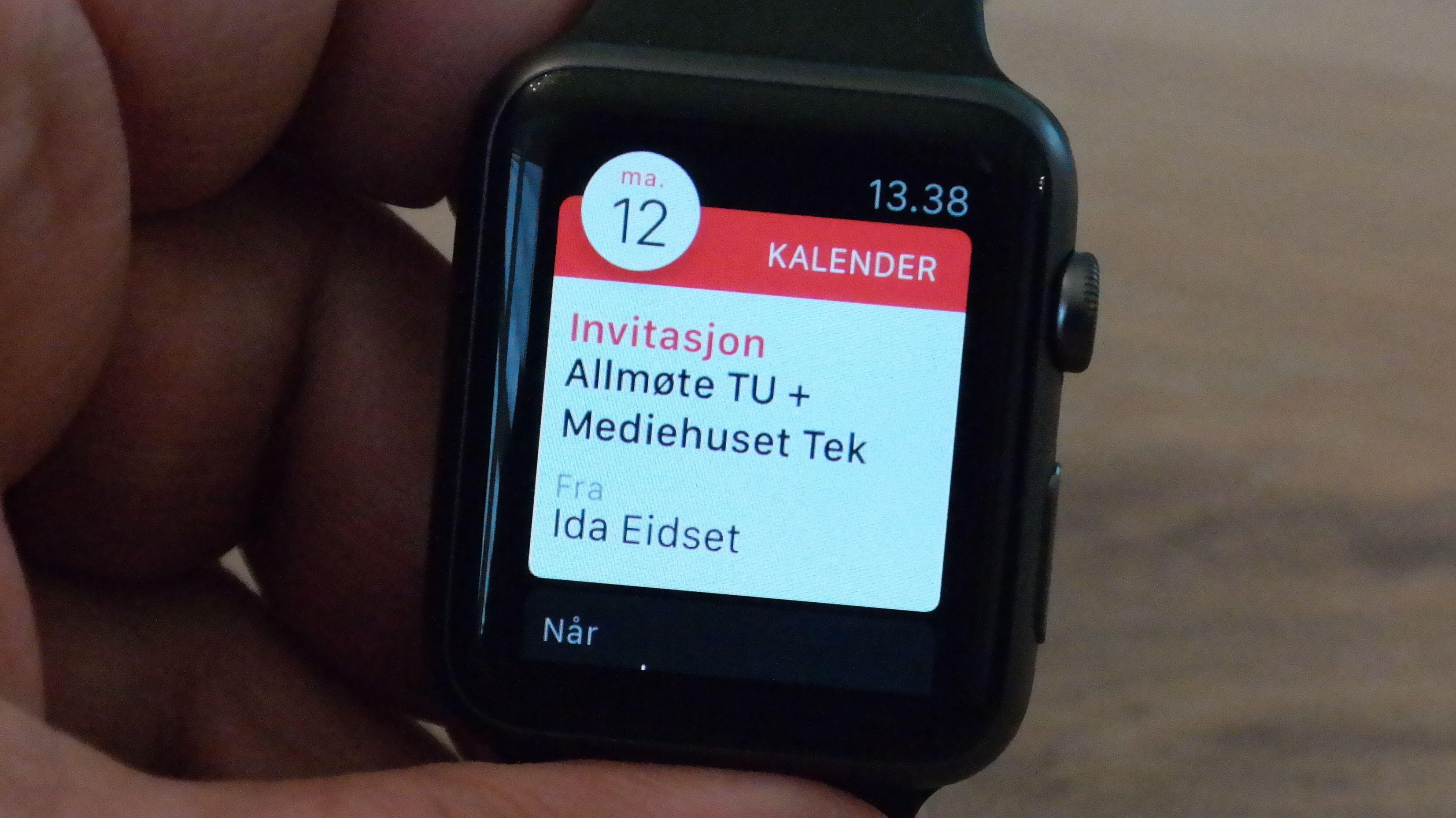 Tag Heuers smartklokke blir cirka dobbelt så dyr som Apple Watch, her avbildet. Foto: Espen Irwing Swang, Tek.no