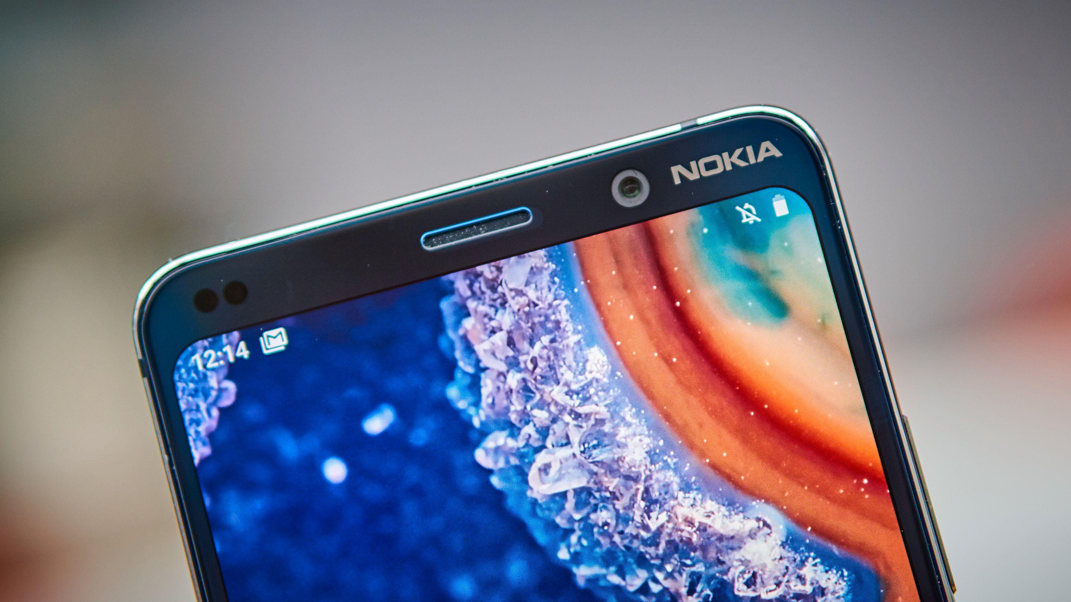 Nokia PureView har tradisjonell ramme.