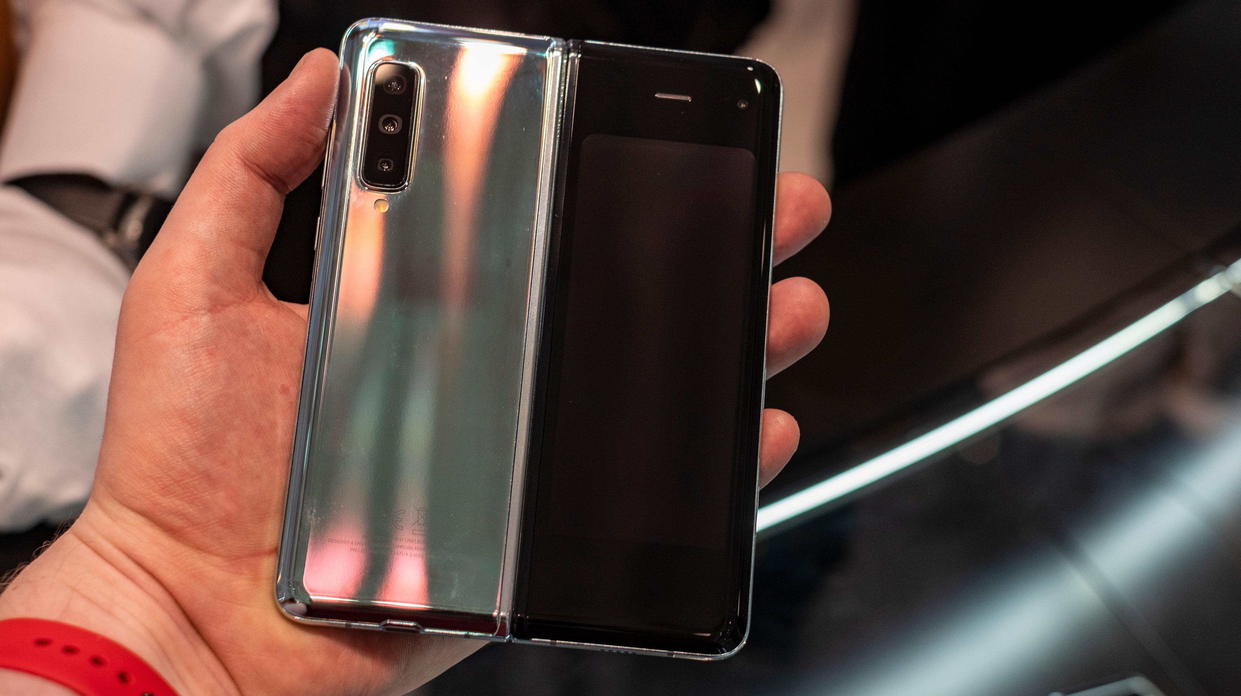 Den tofargede utsiden av telefonen er også lekker.