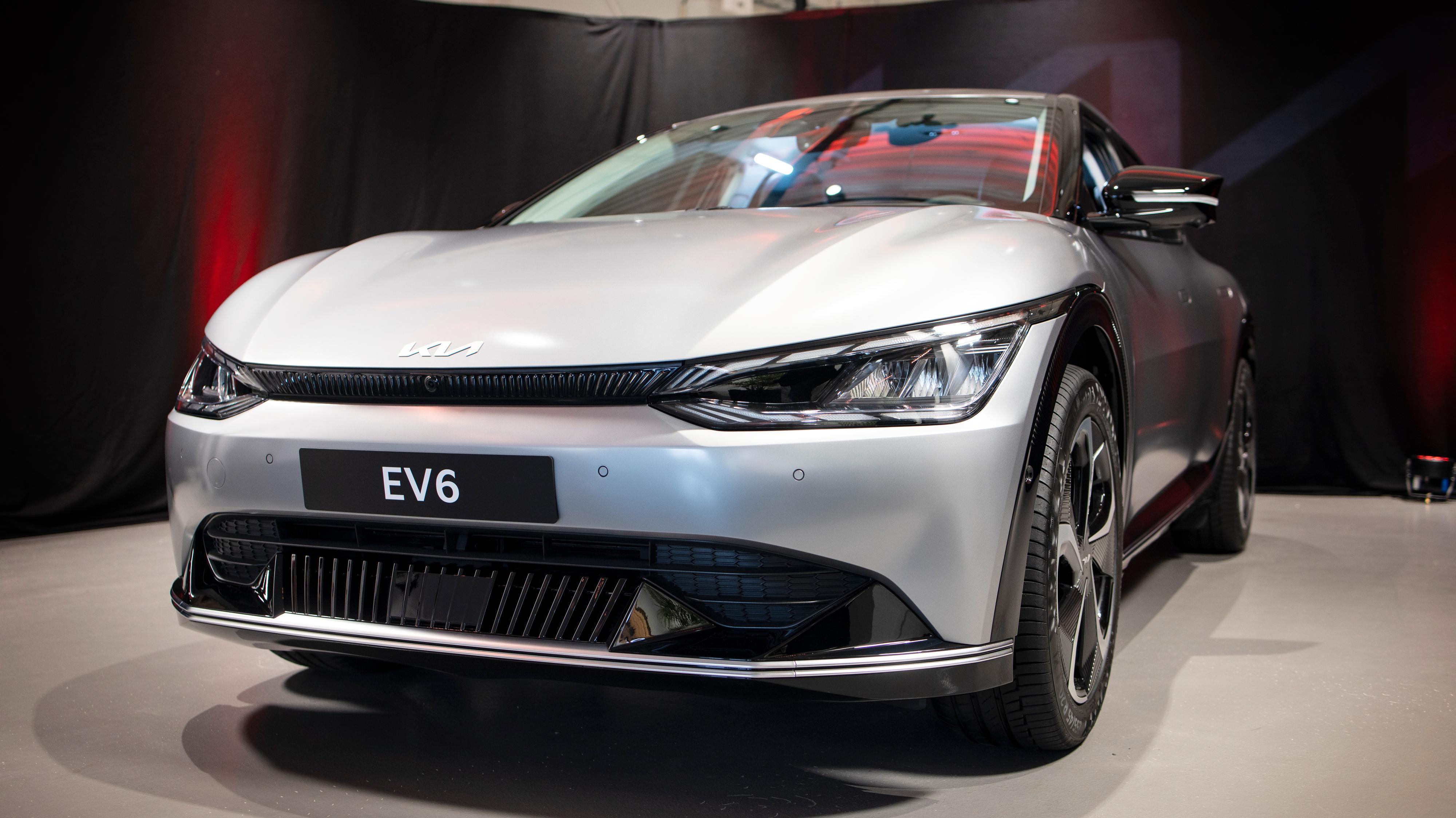 Kia EV6 ble lansert for knappe tre uker siden. Allerede nå er en preproduksjonsmodell på plass i Norge.