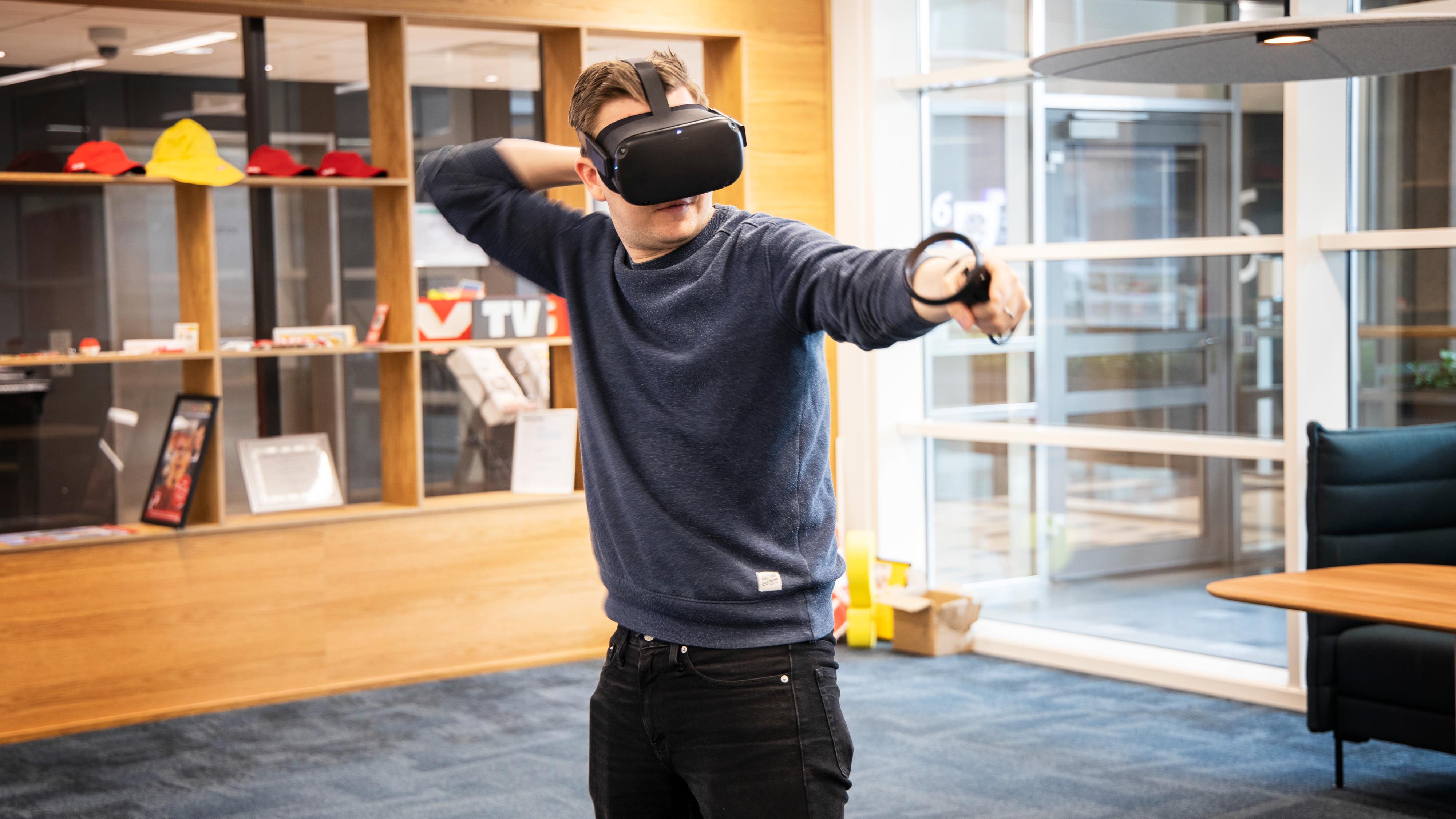 Oculus øker etter sigende også produksjonen av VR-hodesett i år. Her Oculus Quest, som ikke krever tilkobling til PC eller mobil.