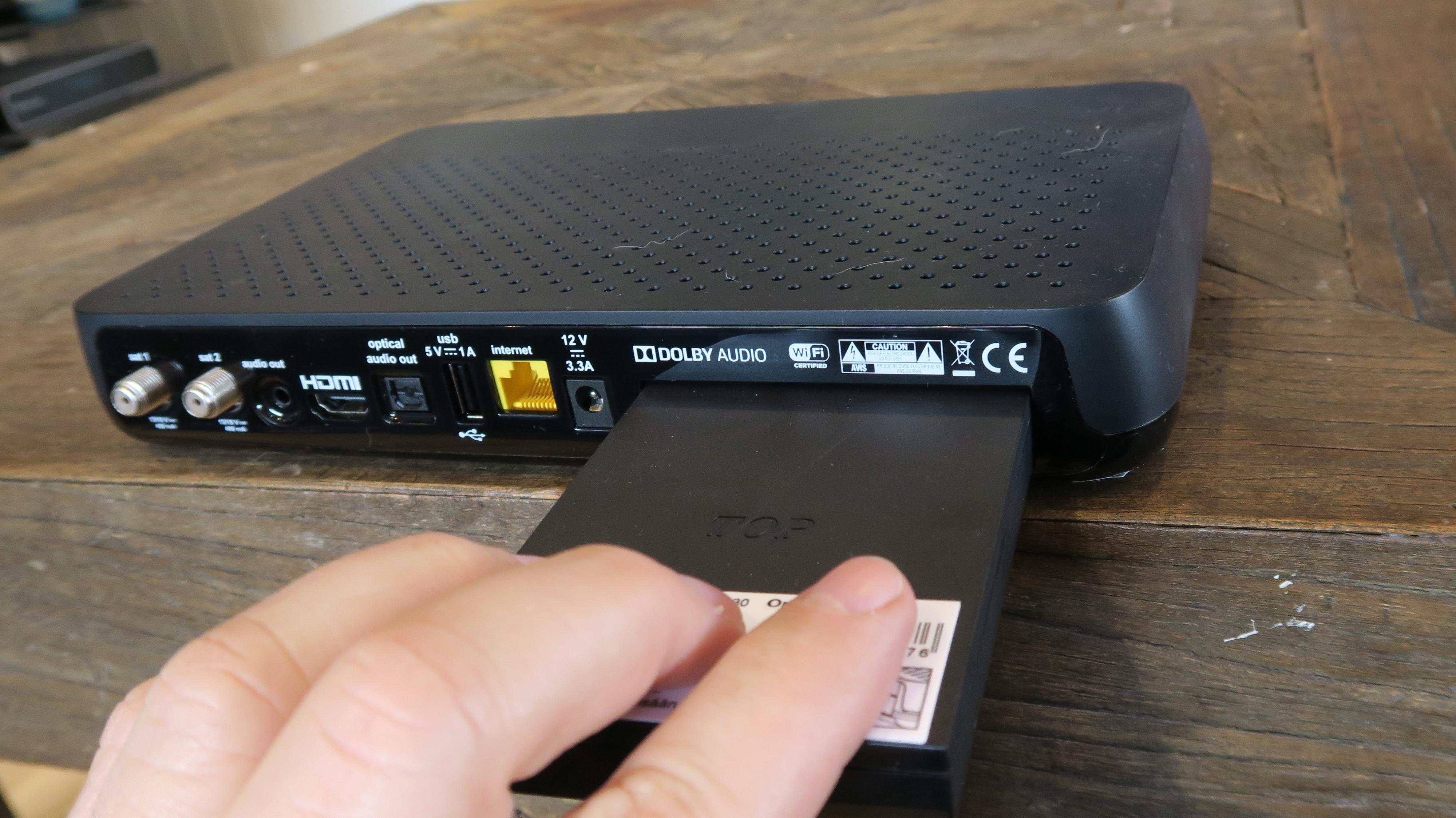 Vil du ha opptak setter du inn en harddisk på baksiden.