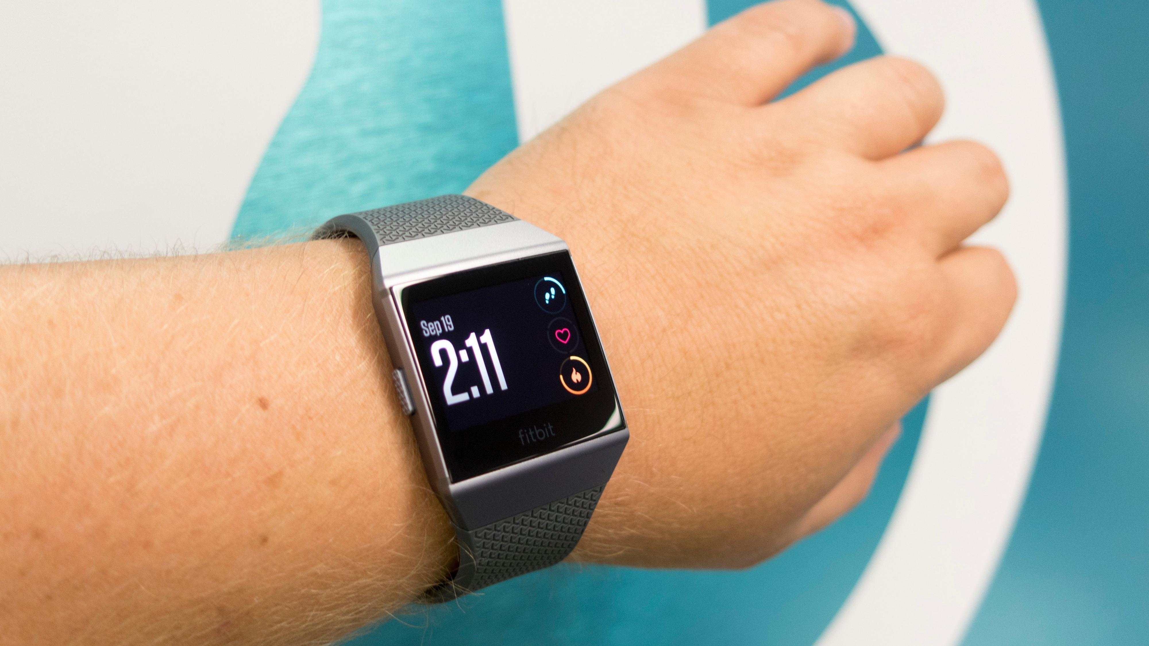Mange har etterspurt betaling gjennom Fitbit (bildet) og Garmin, ifølge Sbanken.