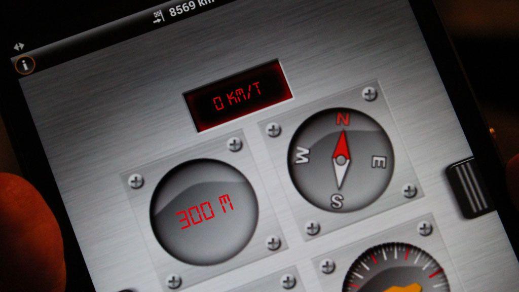 Med Garmins navigasjonsløsning kan du blant annet sjekke hvor mye bilen krenger når du kjører i terrenget.Foto: Espen Irwing Swang, Tek.no