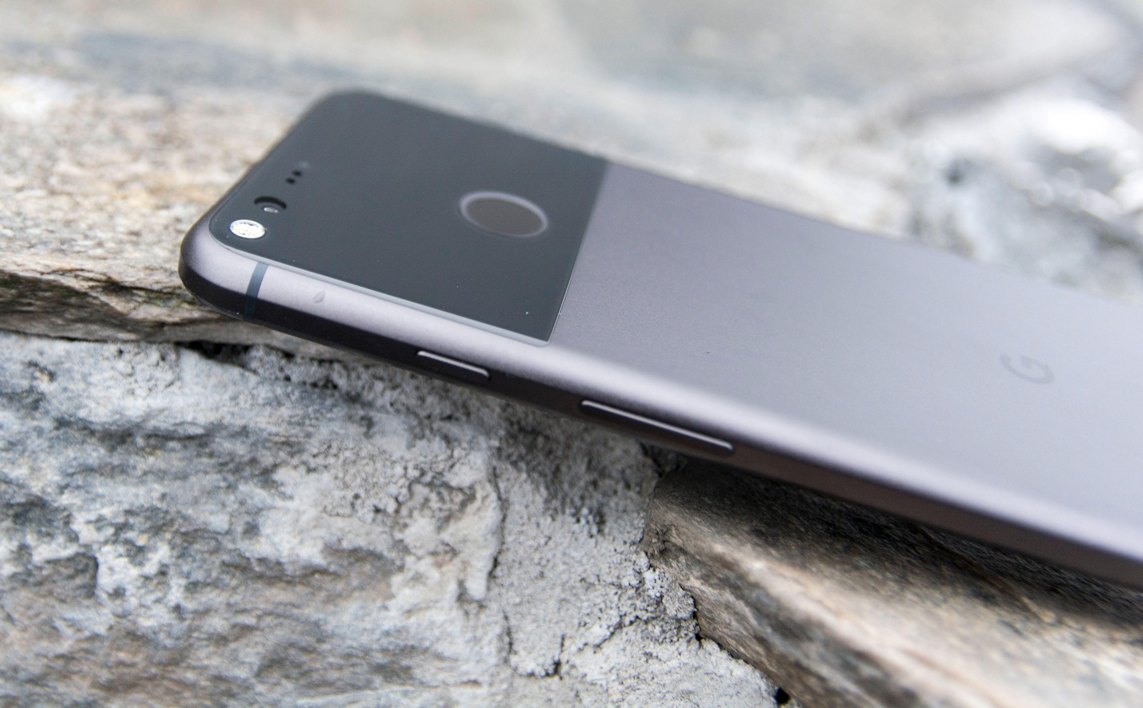 Telefoner med ren Android, slik som Googles egen Pixel XL her, vil nok stadig få nye versjoner av Android først.