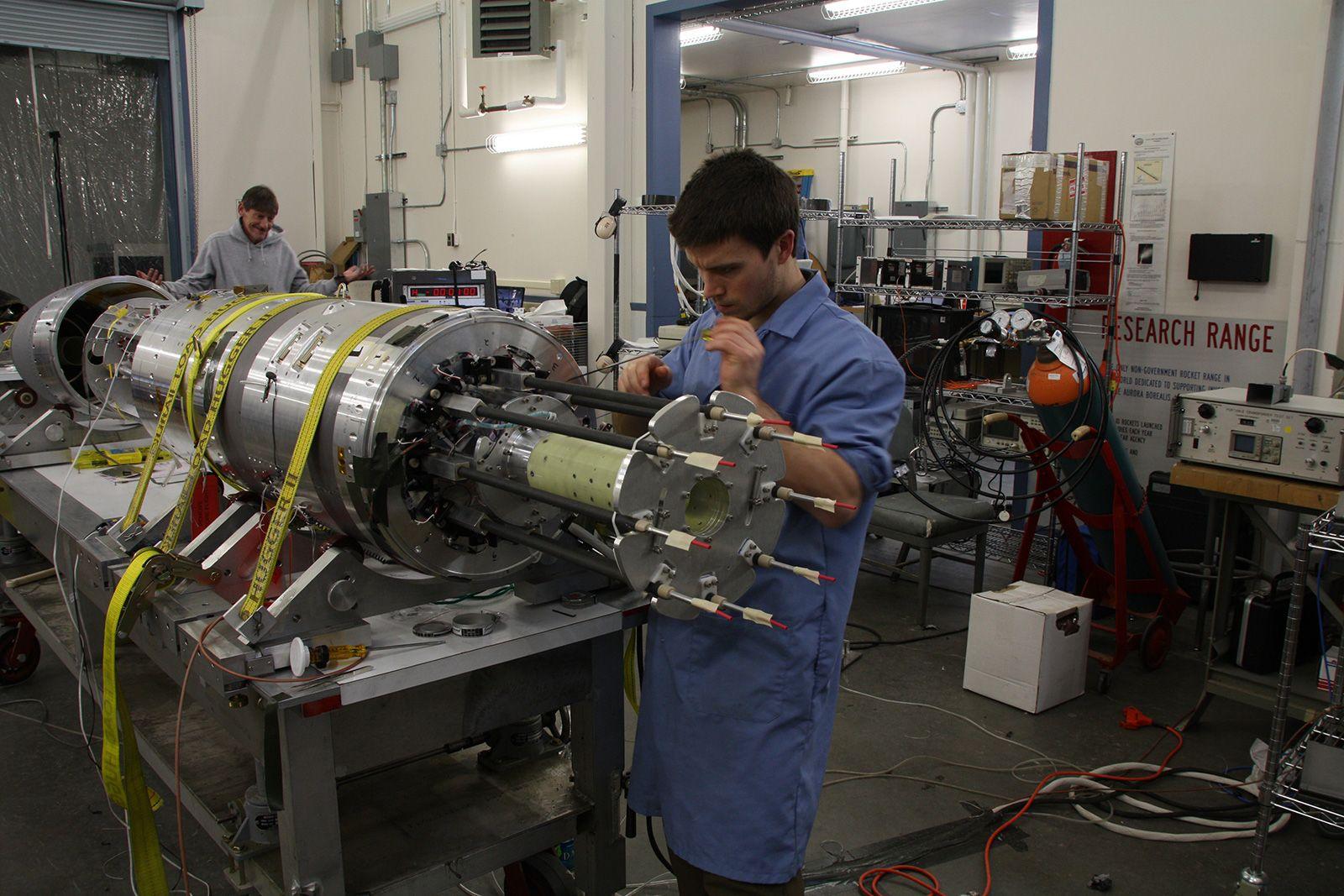 UiO samarbeider også med NASA. Bildet er fra arbeid med raketten 36.273 MICA, som ble skutt opp fra Alaska for et år siden med et hovedinstrument fra UiO ombord.