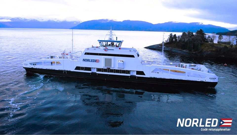 MS Ampère gjennomførte mandag 16. februar sin første tur med biler og passasjerer. Foto: Norled